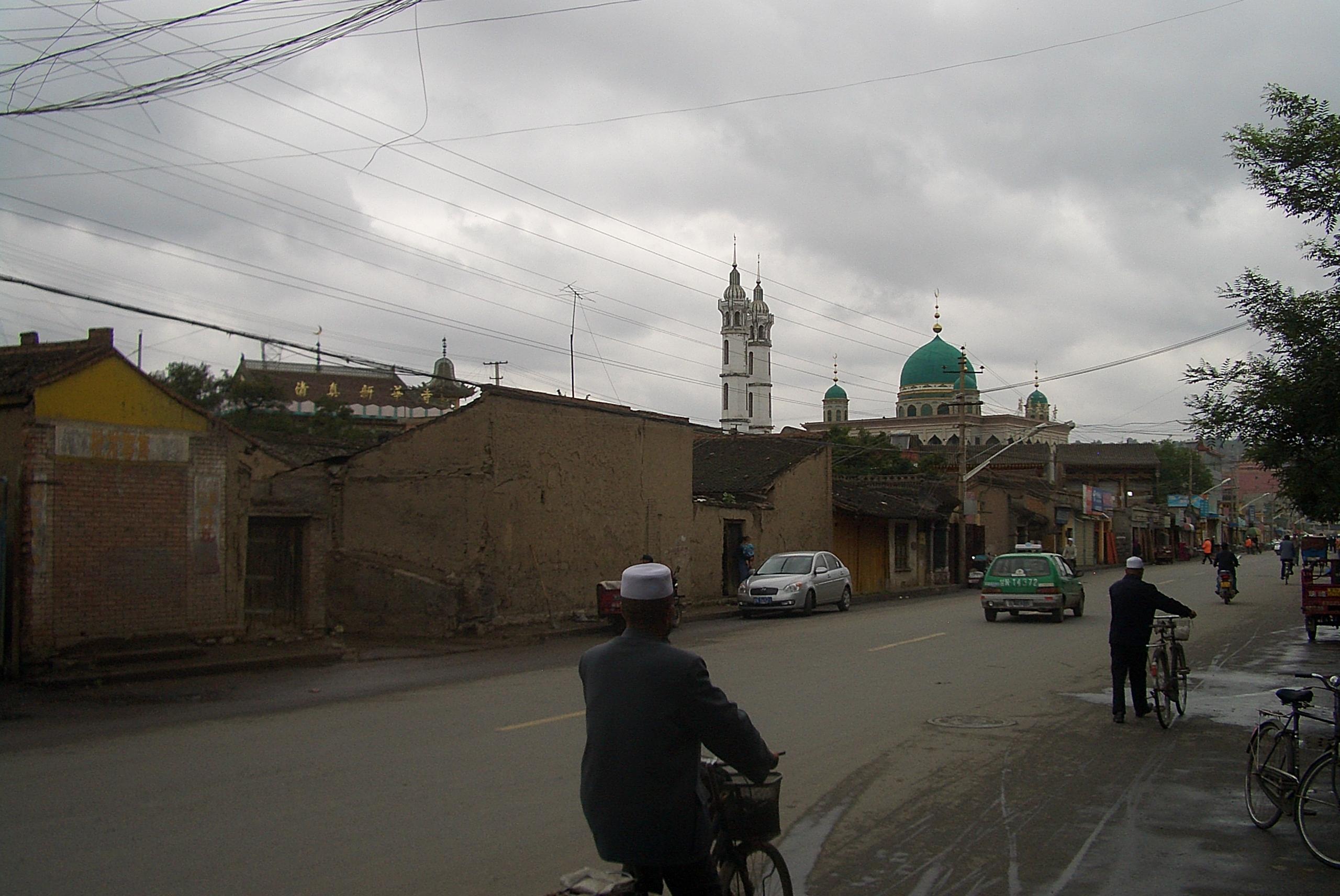 File 5714 Linxia City Xin Xi Lu With Xinhua And Laohua Mosques Jpg