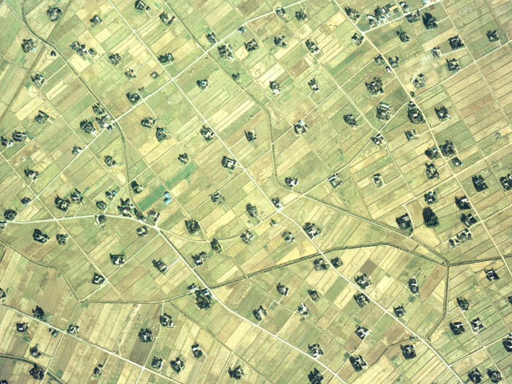 File:Aerial photograph of Dispersed settlement in Tonami