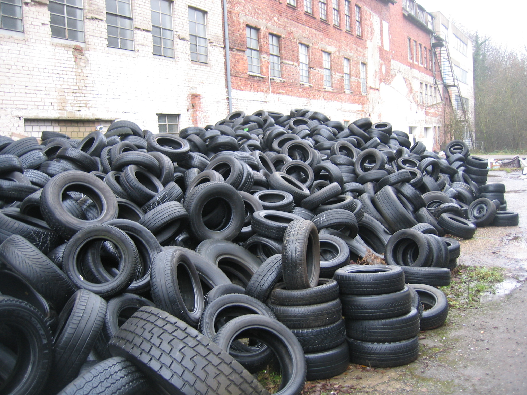 Millions of old tires spark recycling frenzy cleantechnica for What to do with old tires