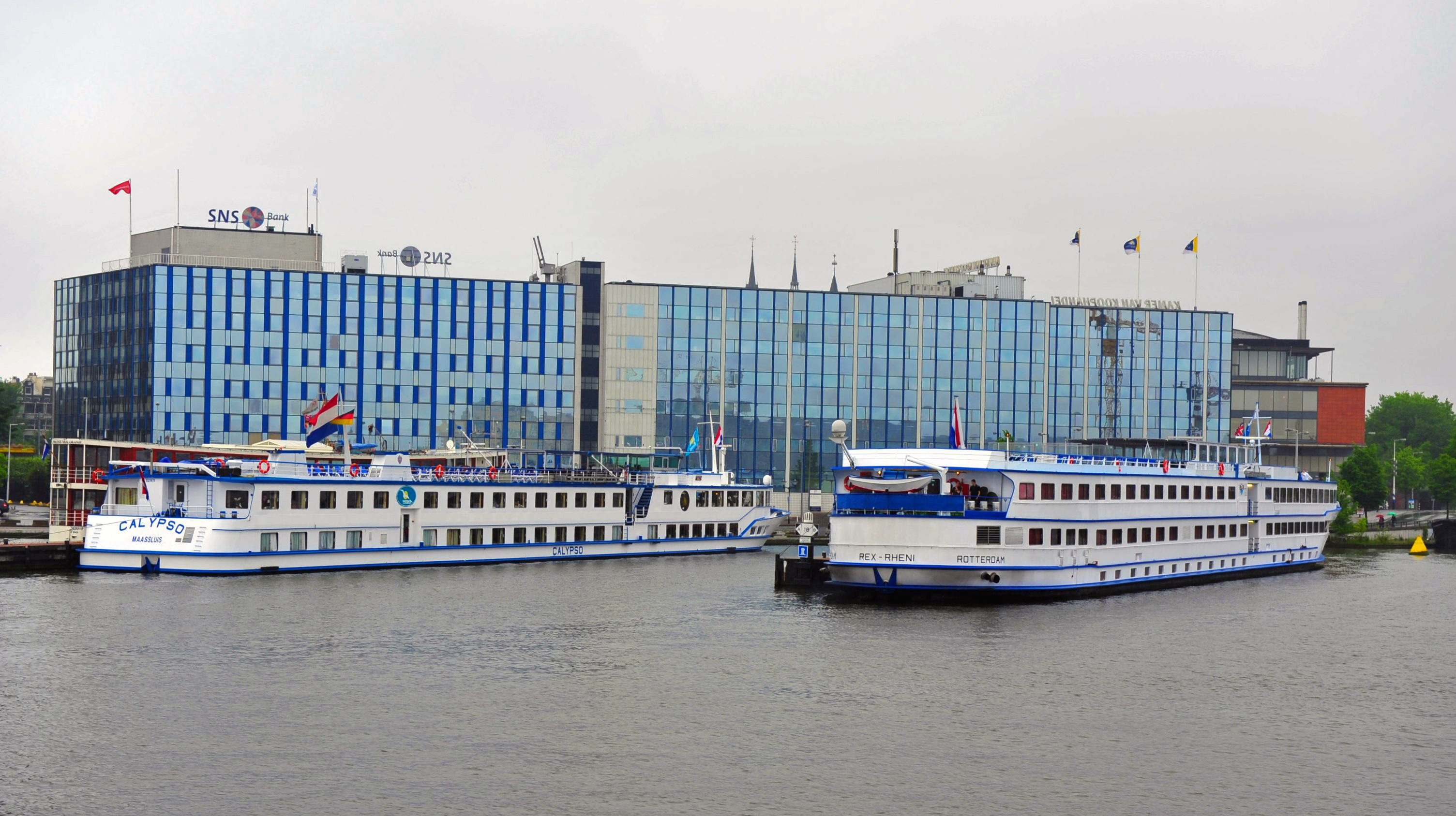 FileAmsterdam  River Cruise Ships 01jpg  Wikimedia Commons