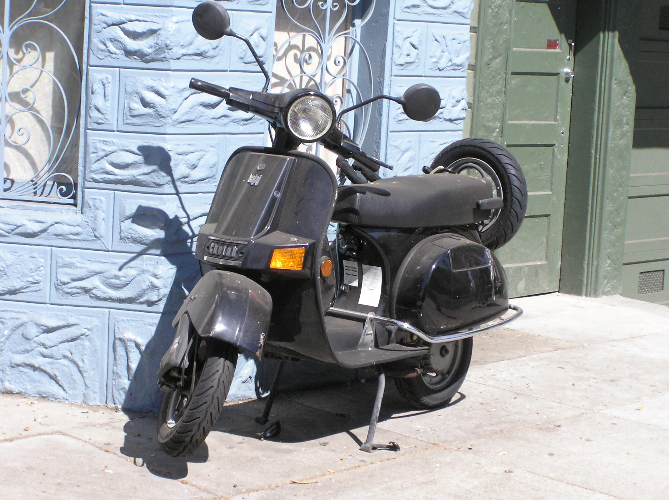 File:Bajaj chetak scooter 01.jpg - Wikipedia