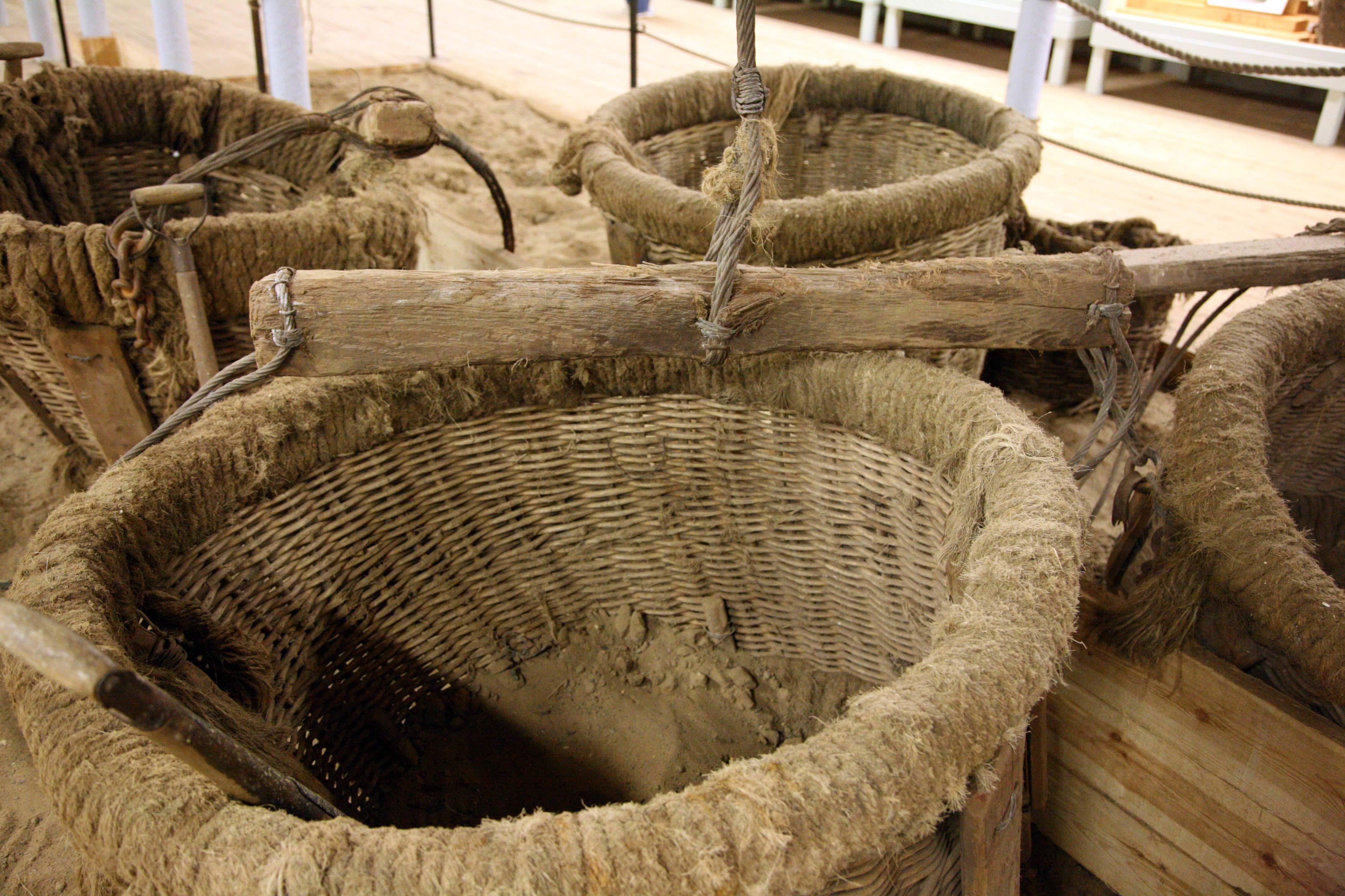 FileBallast Baskets (1402074671).jpg & File:Ballast Baskets (1402074671).jpg - Wikimedia Commons