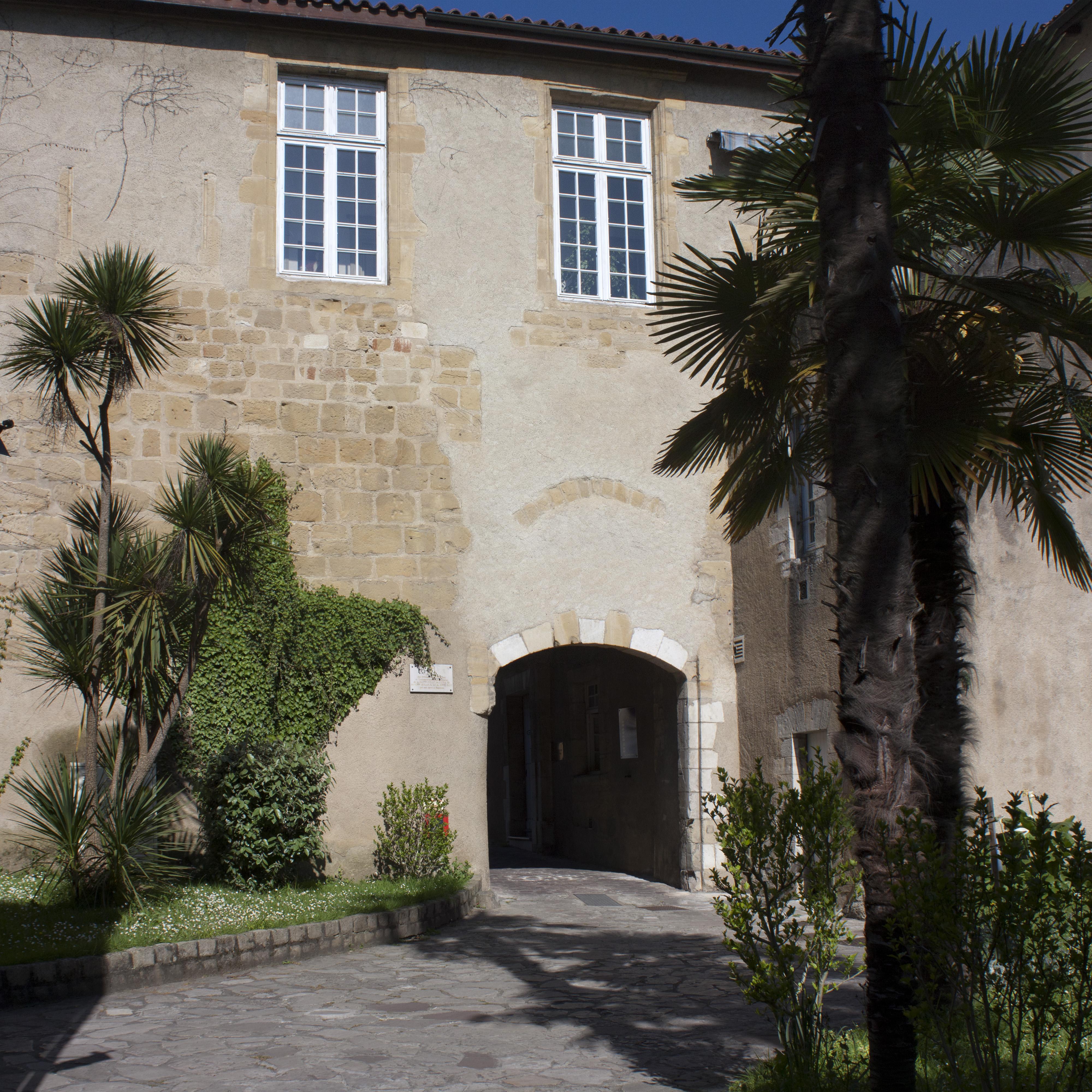 20130421: File:Bayonne-Château Vieux-Entrée-20130421.jpg