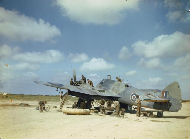 Beaufighter_serviced_in_tNorth-W-African_Desert.jpg