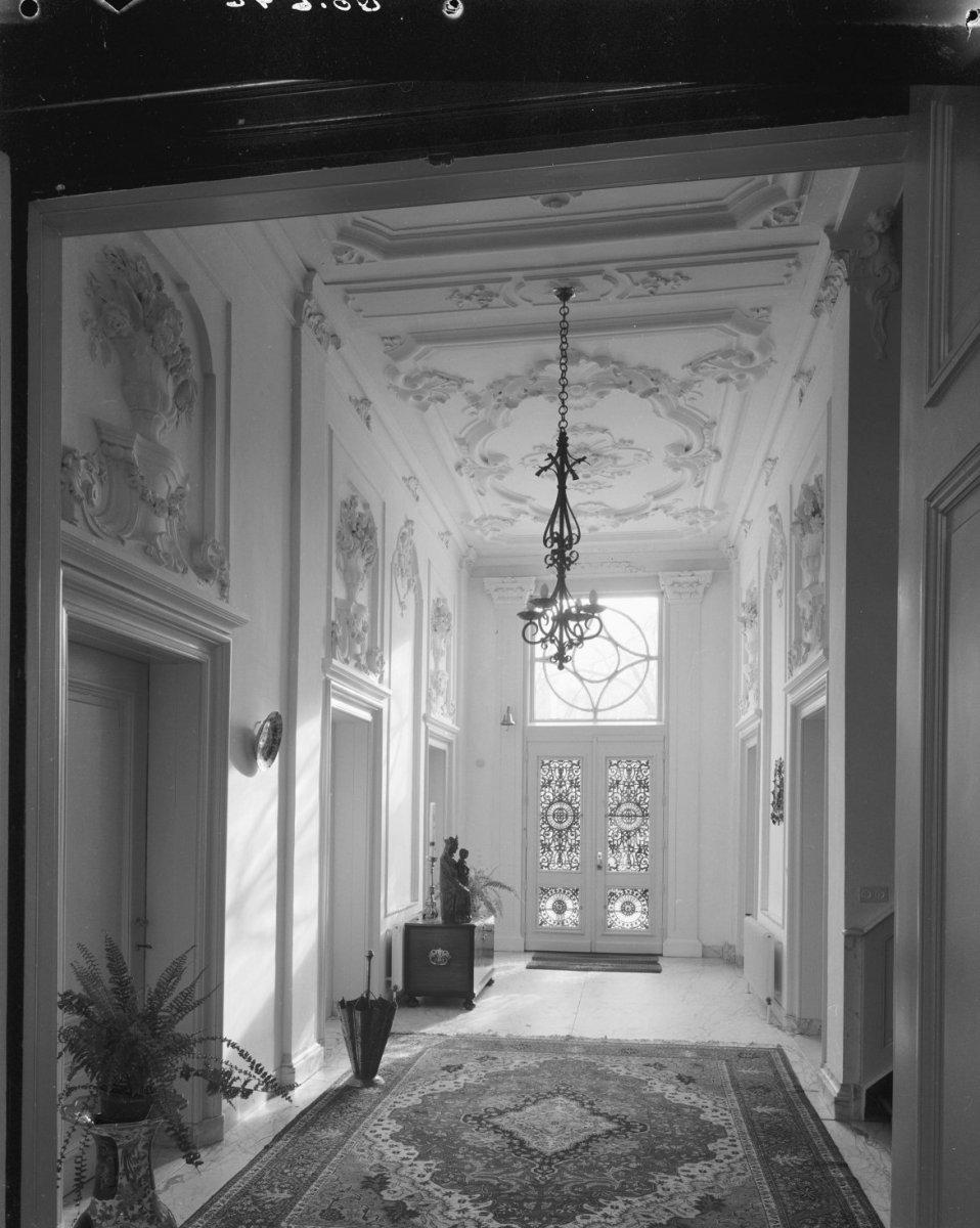 File bisschoppelijk paleis interieur van de hal haarlem for Interieur haarlem