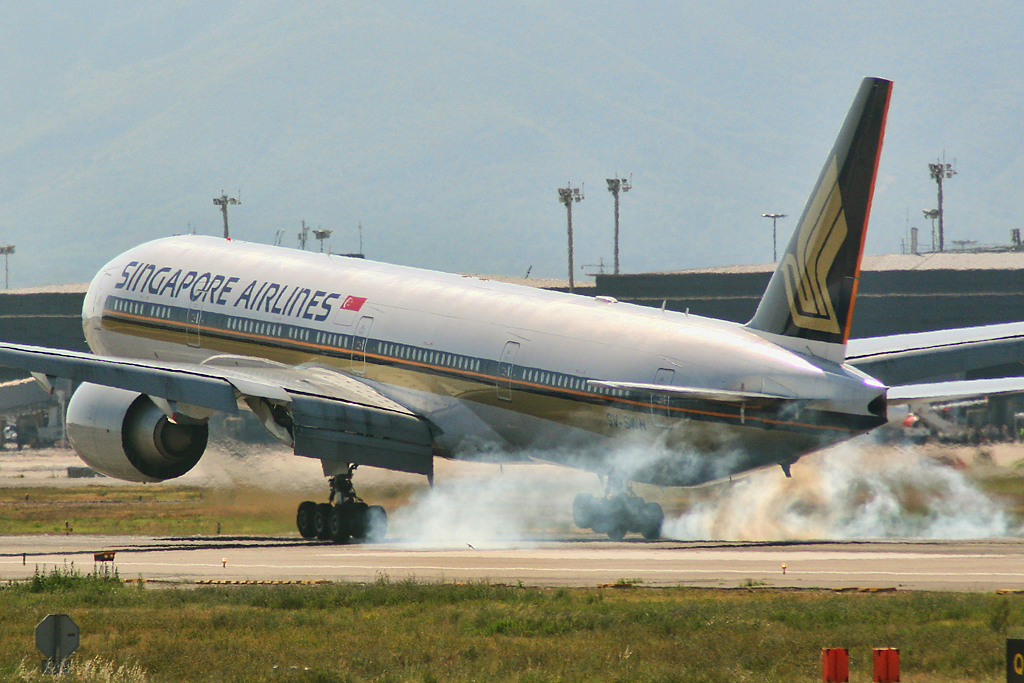Fileboeing  Er Singapore Airlines V Swn