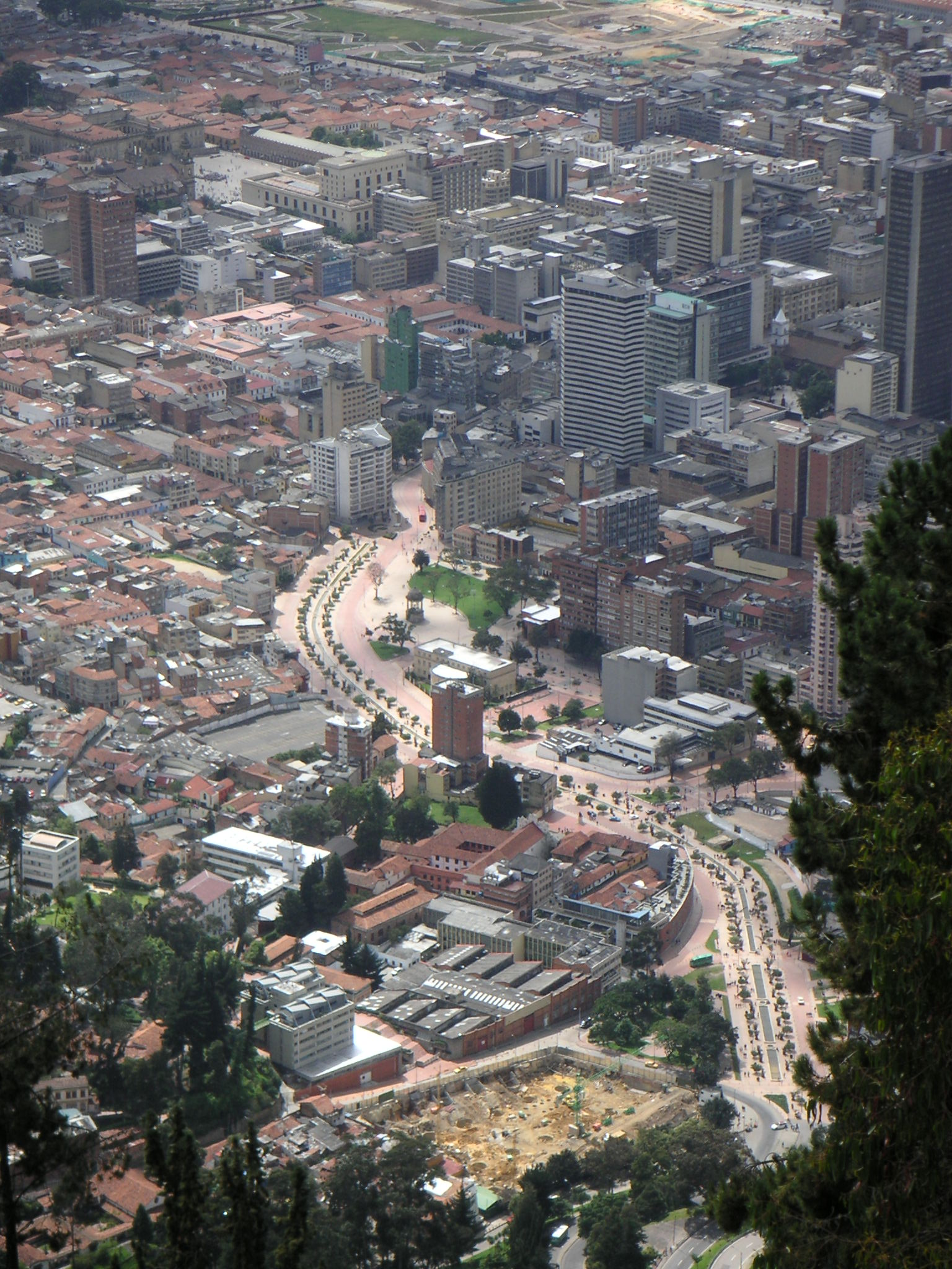 File bogota eje ambiental jpg wikimedia commons for Direccion ministerio del interior bogota