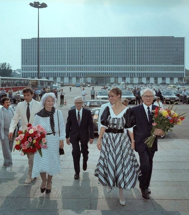 Bundesarchiv Bild 183-1984-0831-421, Berlin, Sportlerball im Palast der Republik.jpg