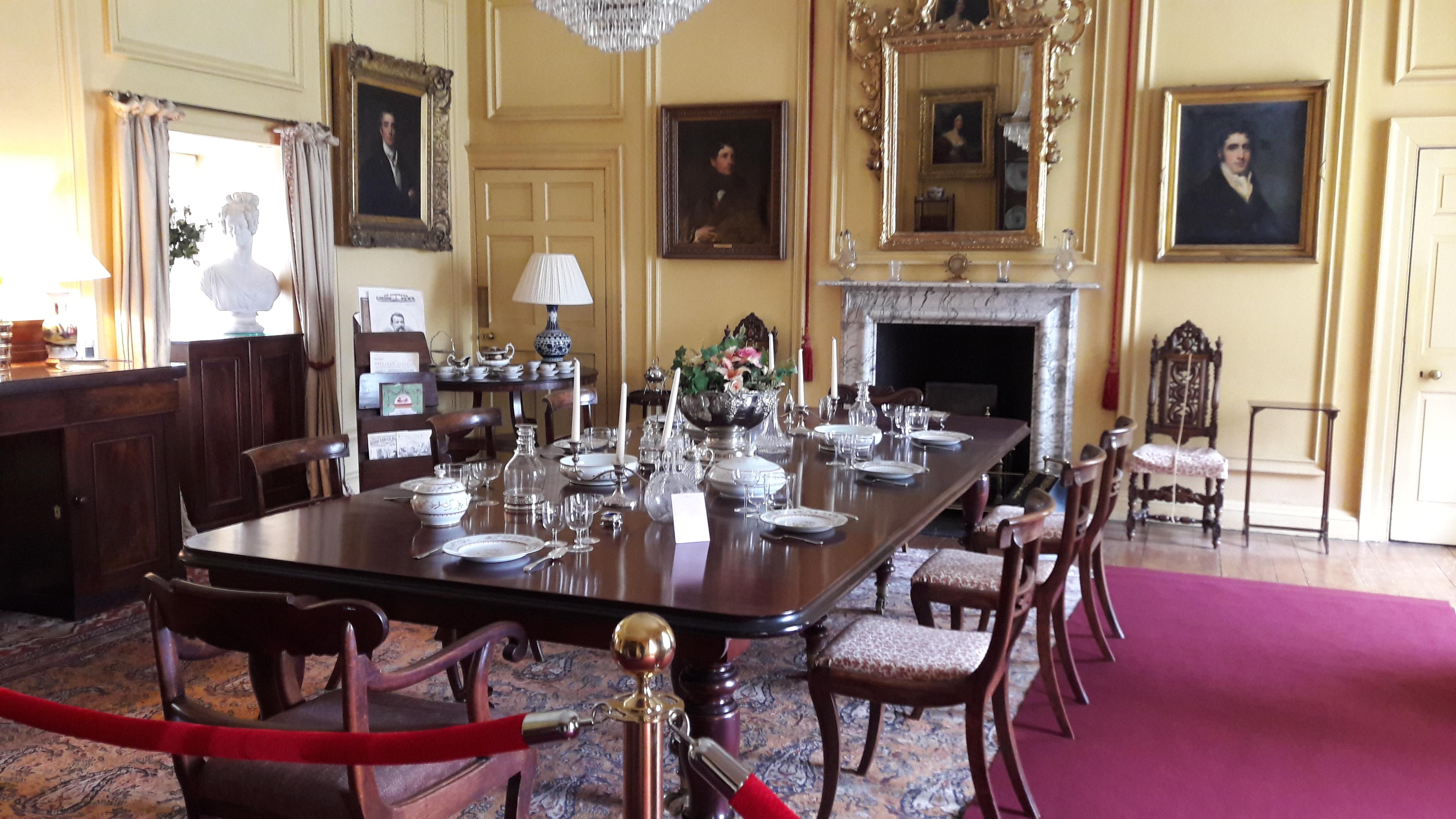 File:Castle Fraser Dining Room