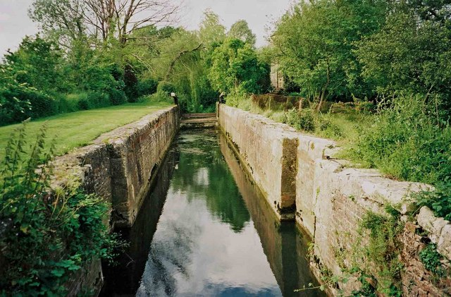 Cerney Wick Lock, Thames and Severn Canal - geograph.org.uk - 1513935