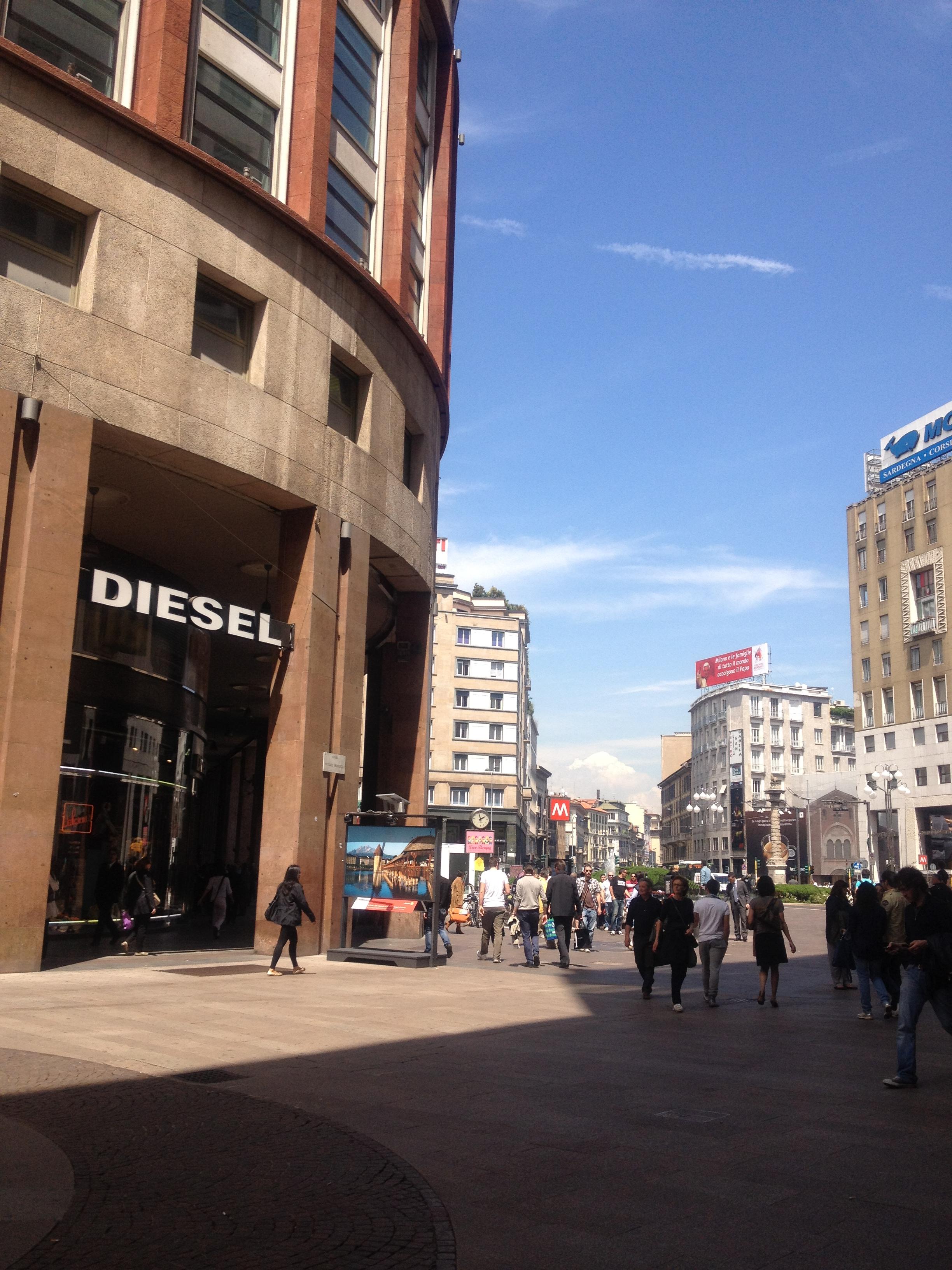 File:Diesel store @ Mi - panoramio jpg - Wikimedia Commons