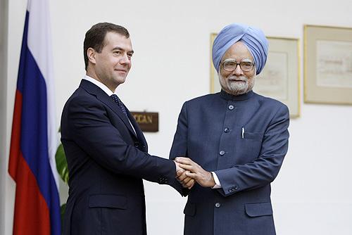 http://upload.wikimedia.org/wikipedia/commons/f/f8/Dmitry_Medvedev_in_India_4-5_December_2008-13.jpg