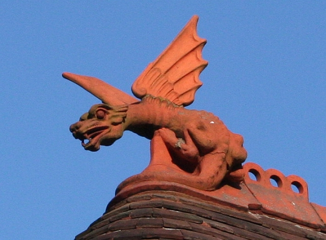 File:Dragon Finial, The Gatehouse, Davenham - geograph.org.uk - 687004.jpg
