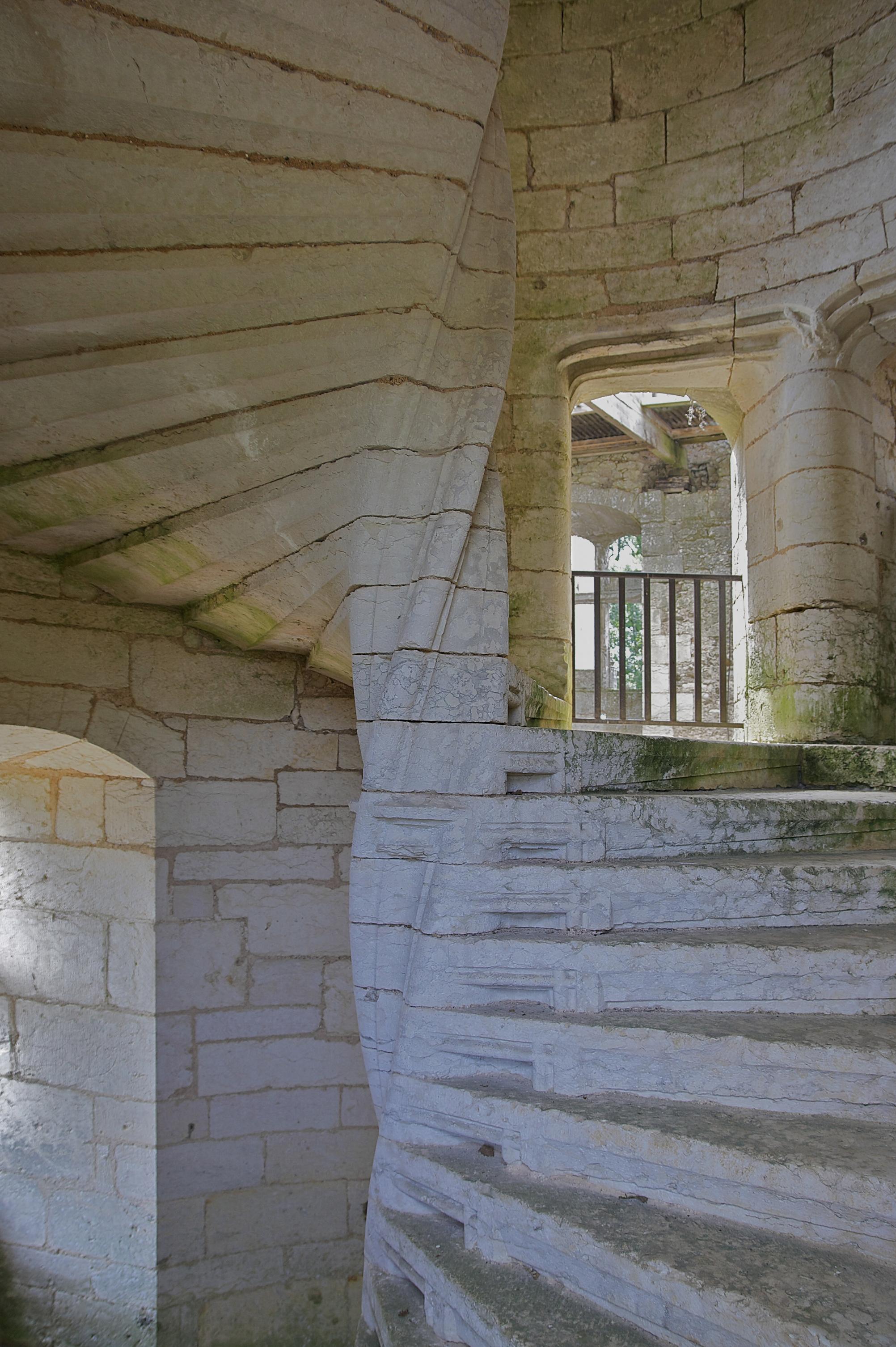 File escalier ch teau wikimedia commons - Escalier en tourbillon ...