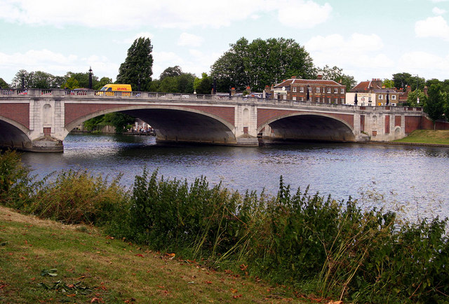 Hampton Court River Bridge - geograph.org.uk - 190245