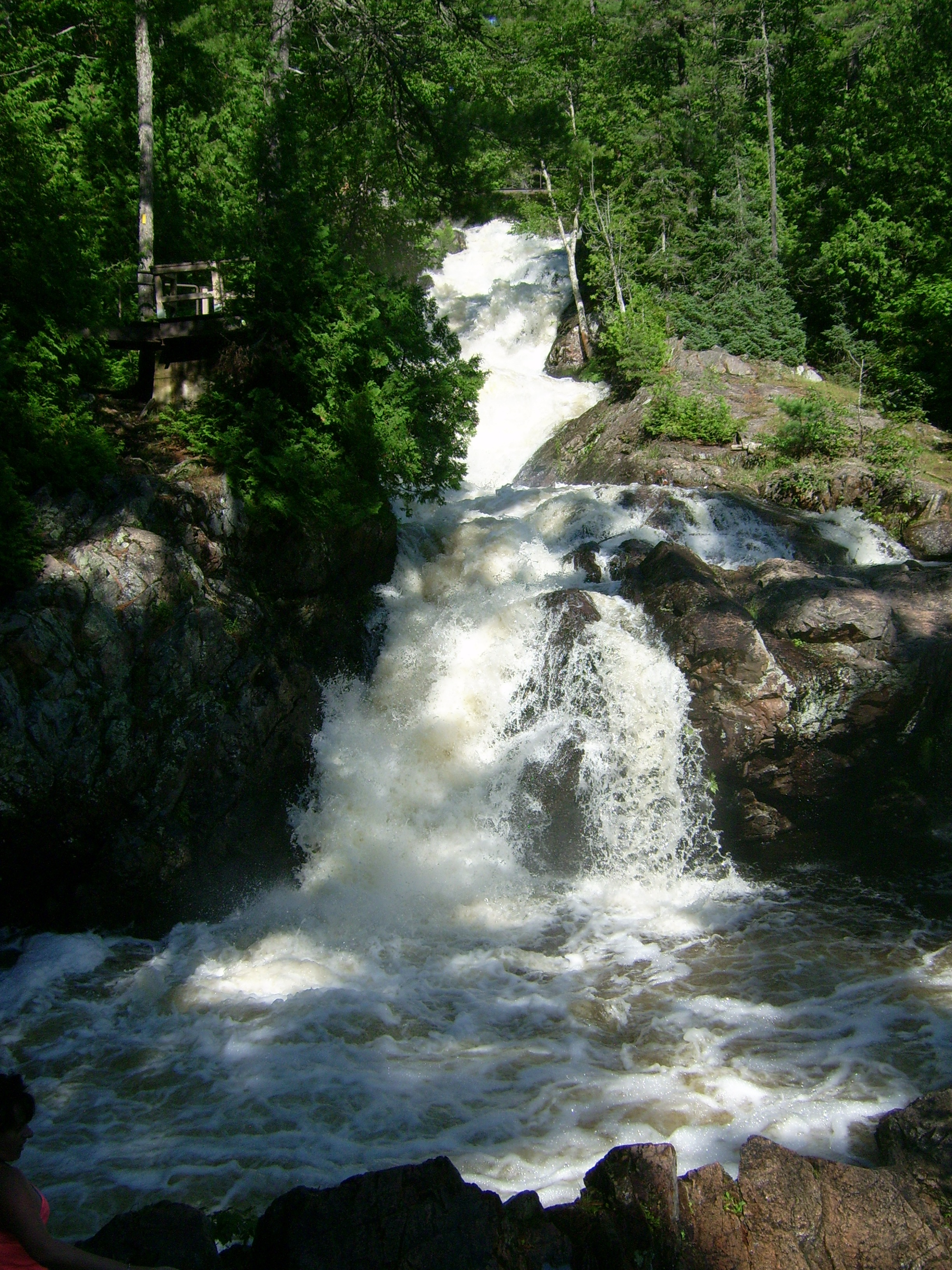 File hiawatha crystal falls 2 jpg wikimedia commons for Crystal falls