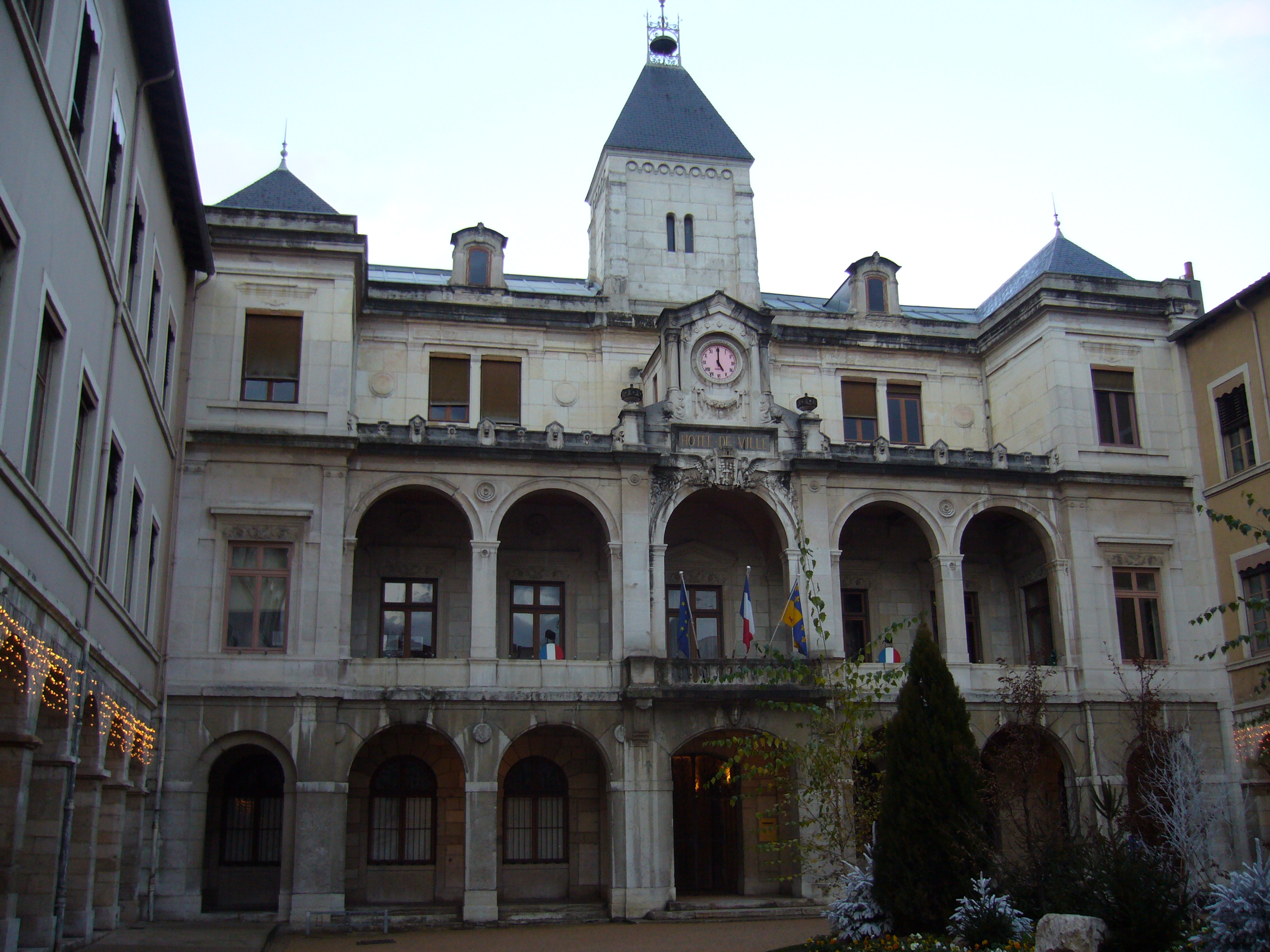 File wikimedia commons for Appart hotel vienne france