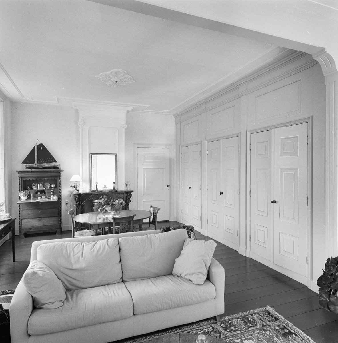 File interieur overzicht woonkamer met kastenwand for Interieur woonkamer
