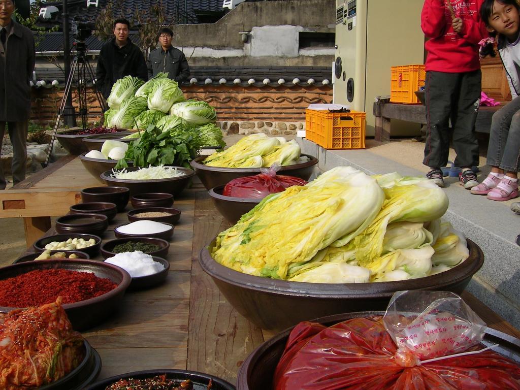 Korean cuisine-Gimjang-Preparation for making kimchi-01.jpg