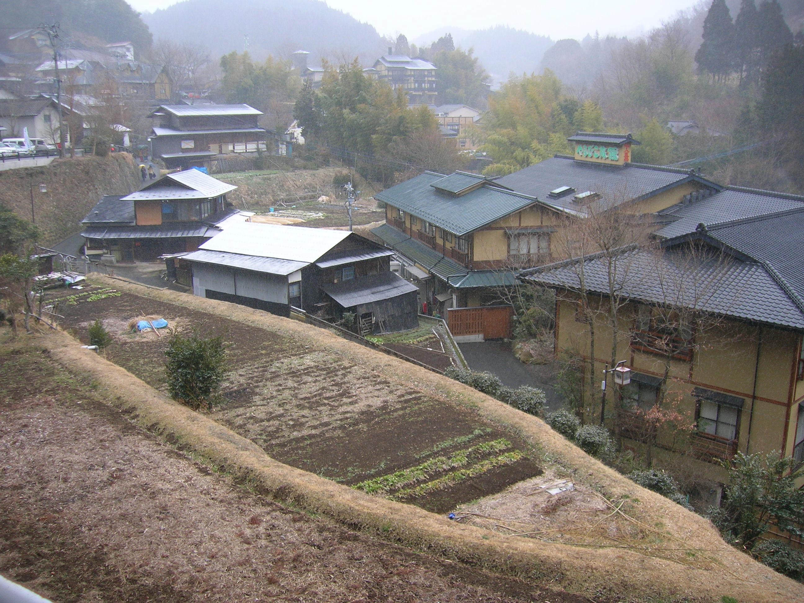 https://upload.wikimedia.org/wikipedia/commons/f/f8/Kurokawa_onsen_001.JPG