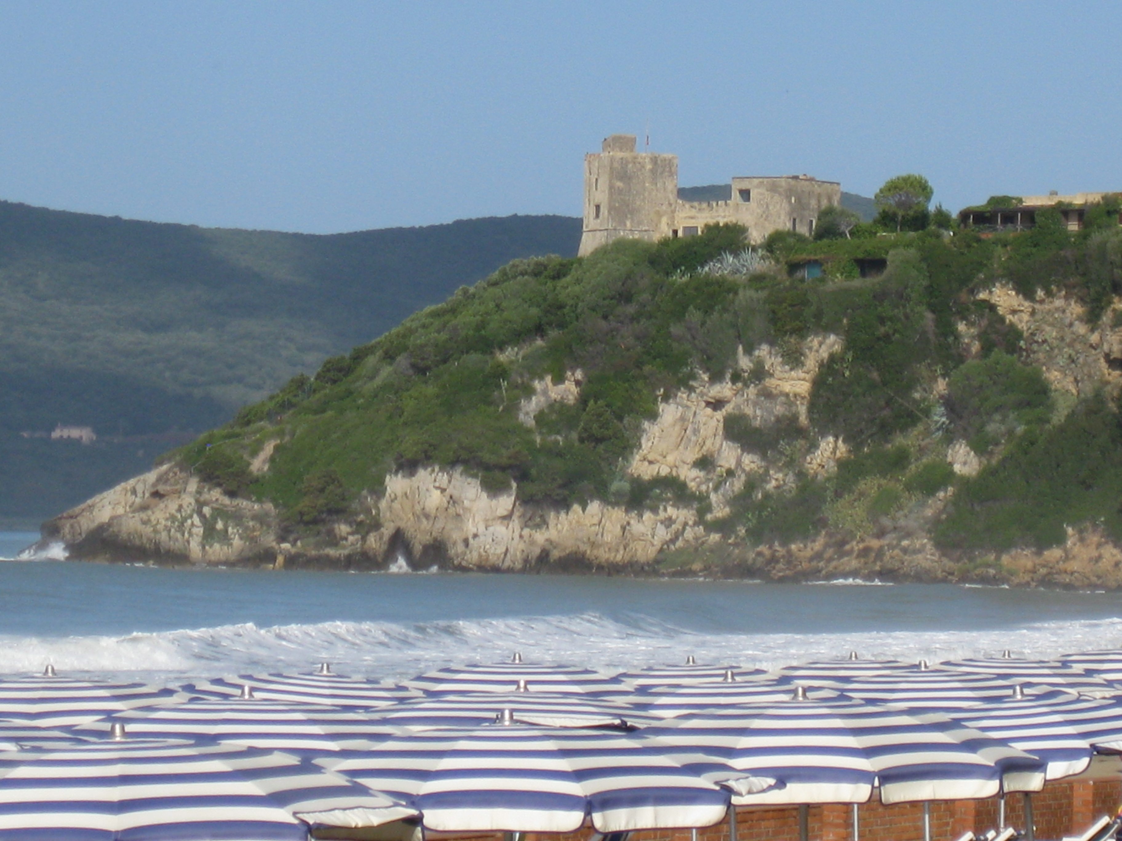 La torre di Talamonaccio vista da Fonteblanda