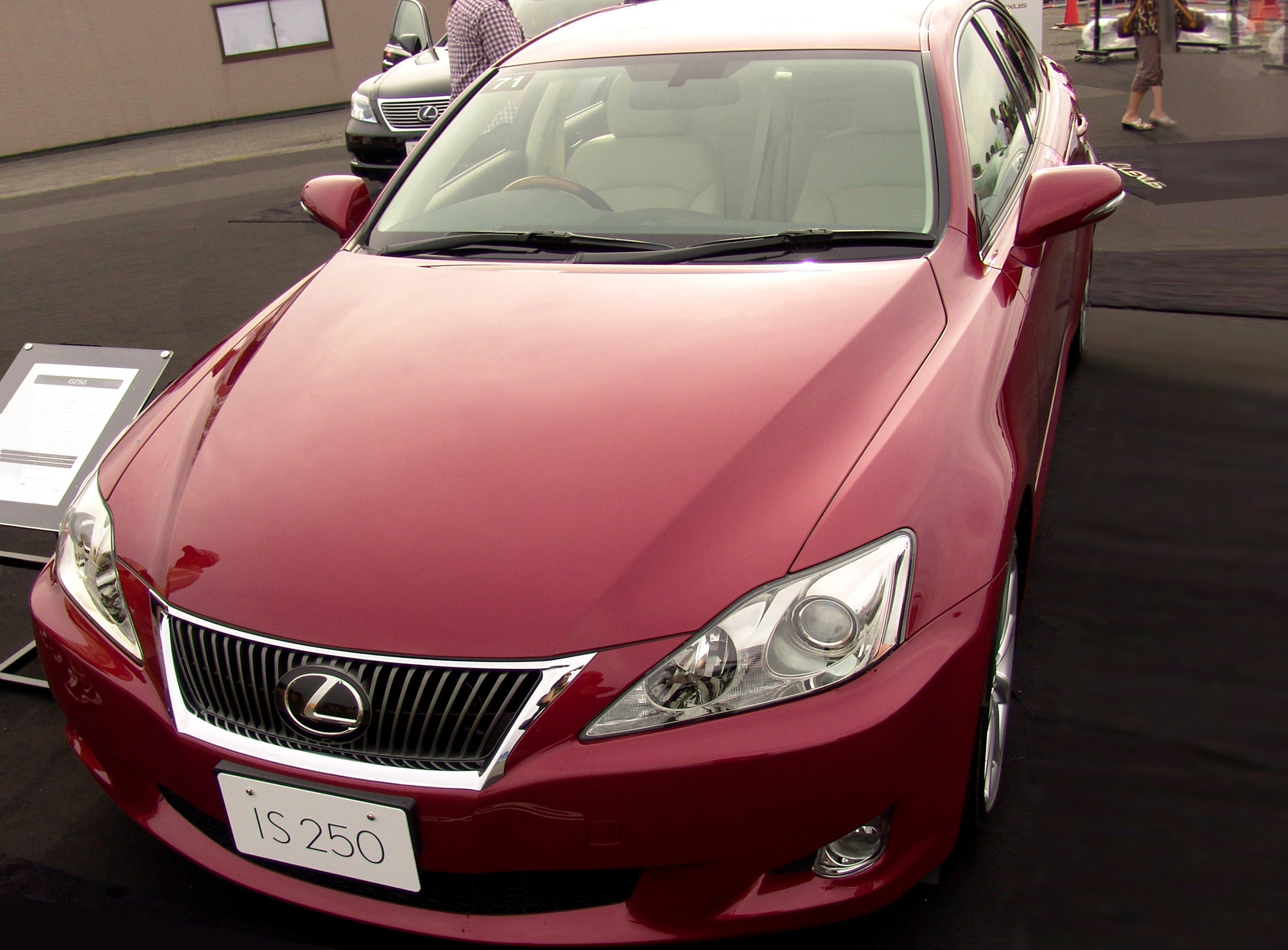File lexus is250 2009 matador red jpg