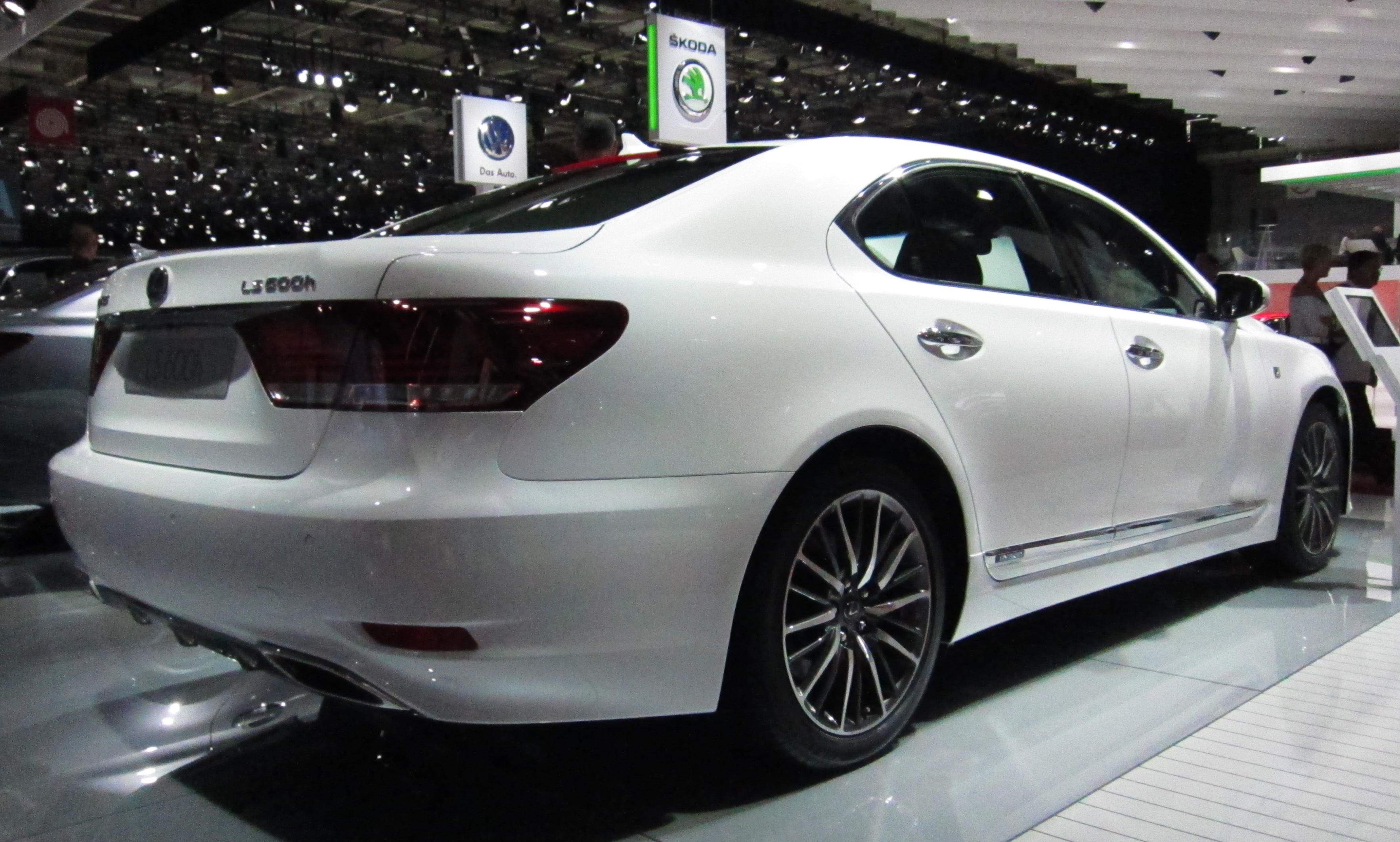 File:Lexus LS 600h facelift (front quarter).JPG - Wikimedia Commons
