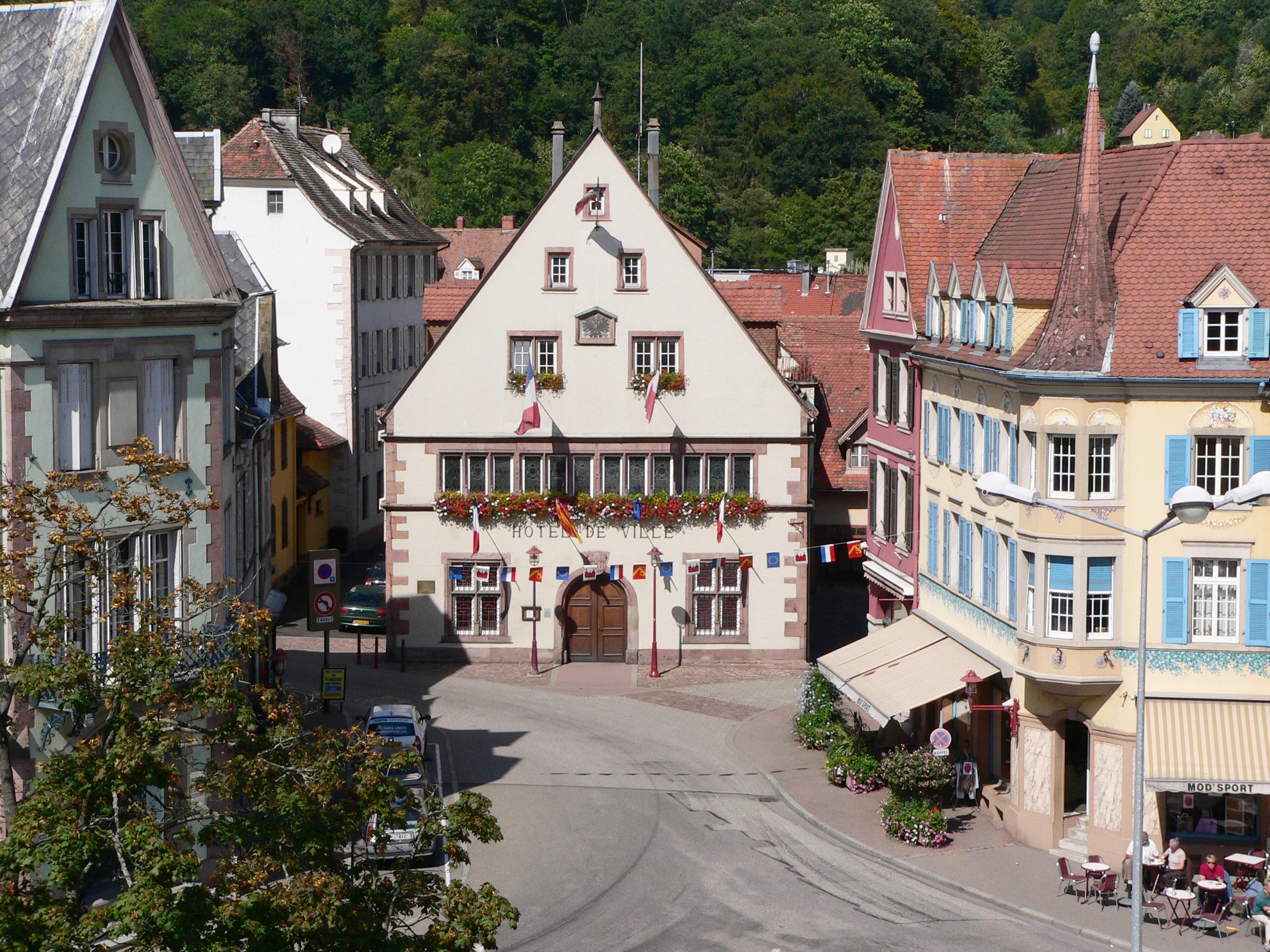 https://upload.wikimedia.org/wikipedia/commons/f/f8/Mairie_5.JPG?uselang=fr