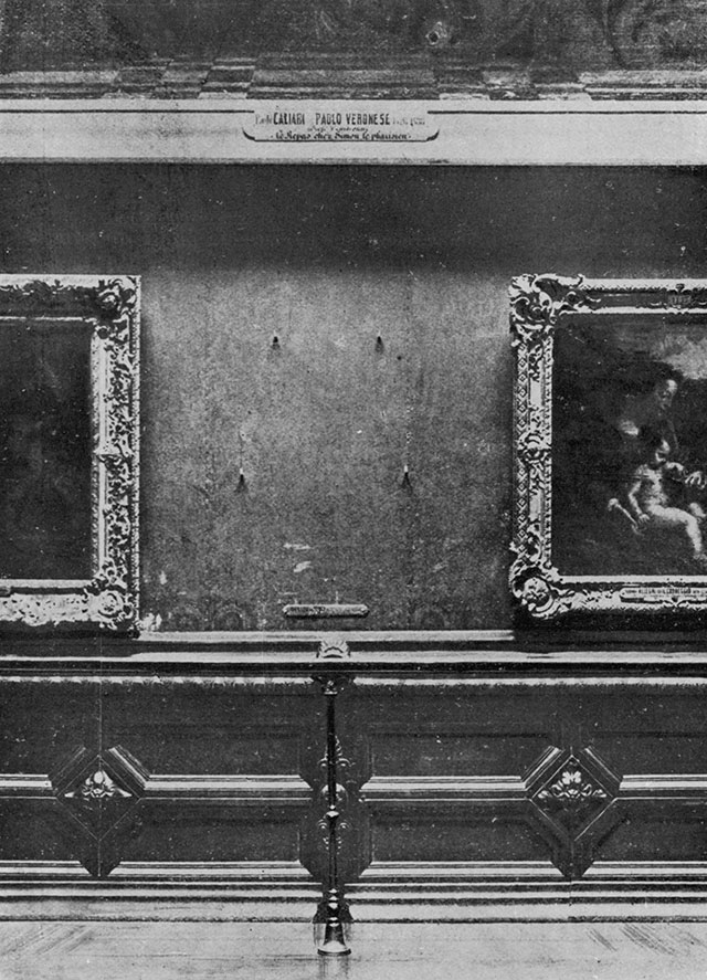 A painting-of-the-painting (left) depicting Mona Lisa as displayed in the Louvre (Louis Béroud, 1911)