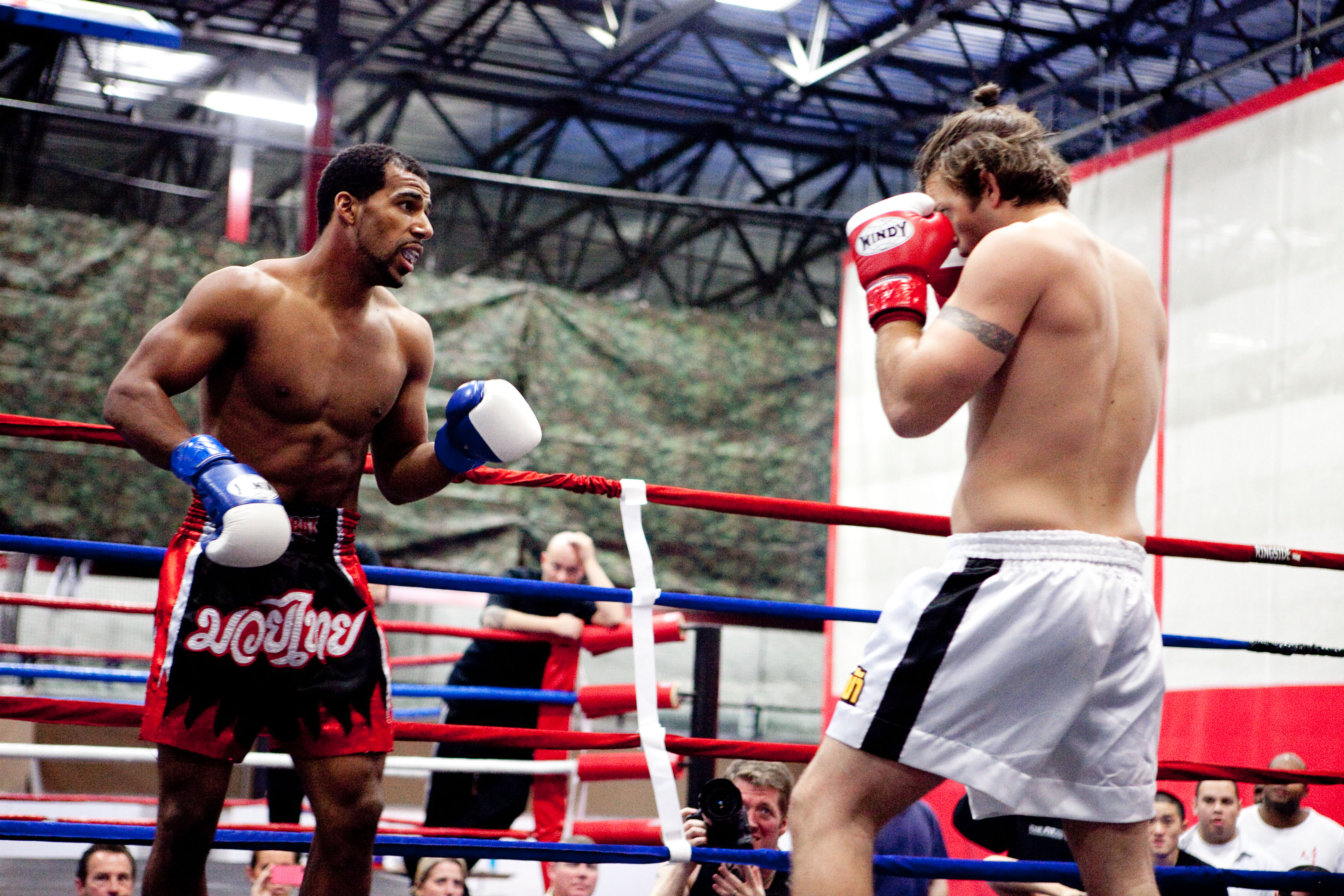 a comparison of the difference between western boxing and muay thai The western boxing style training cloth wraps we  a flavor of violence in muay thai – it is, as my old boxing coach ray  new stage feminism through muay thai.