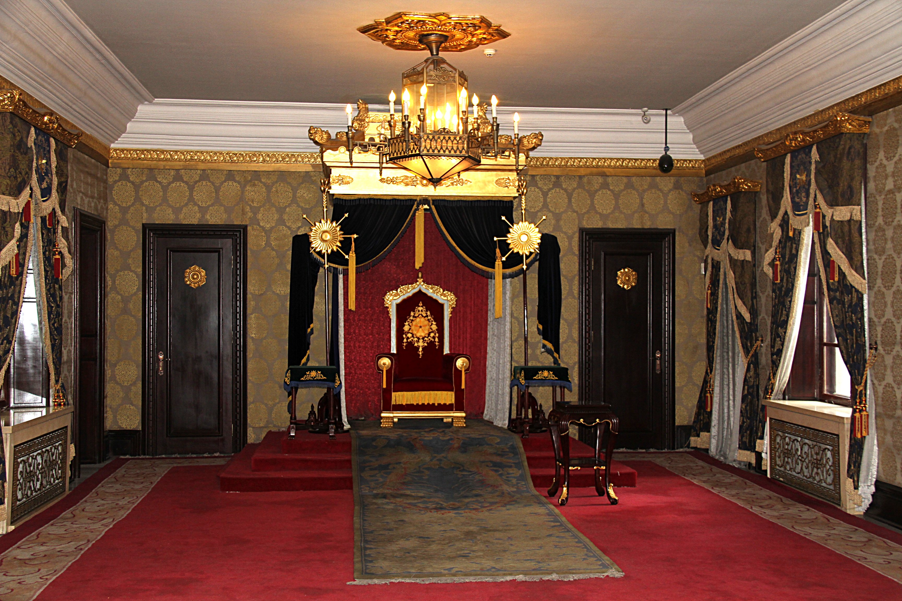 Receiving room Museum_imperial_palace_manchu_state_throne_room_2011_07_26