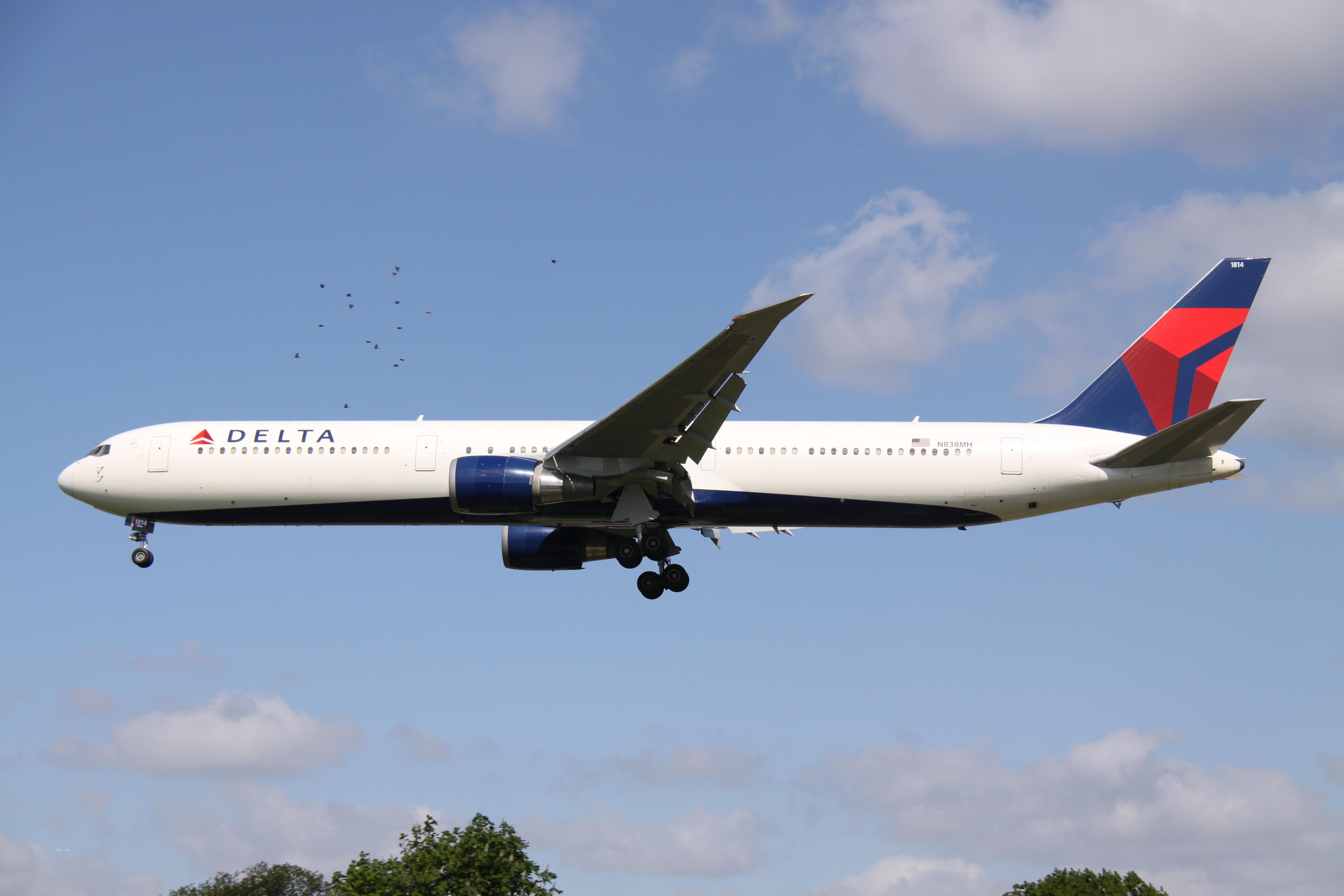File:N838MH Boeing B.764 DELTA (13922768243).jpg