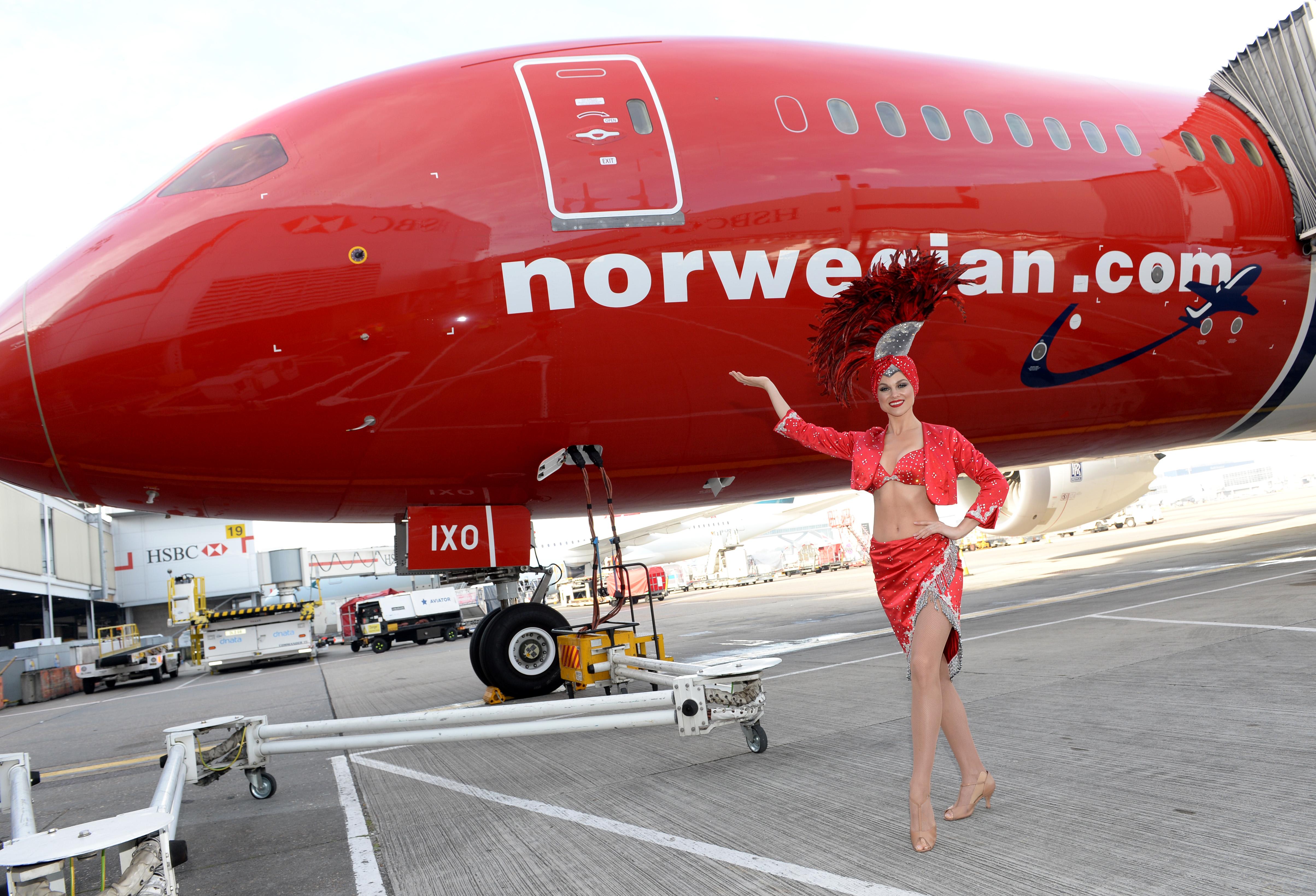 File:Norwegian Air Shuttle celebrates launch of Gatwick–Las
