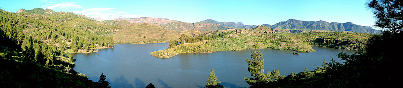 A freshwater lake in Gran Canaria, an island of the Canary Islands. Clear boundaries make lakes convenient to study using an ecosystem approach. Panorama presa las ninas mogan gran canaria.jpg