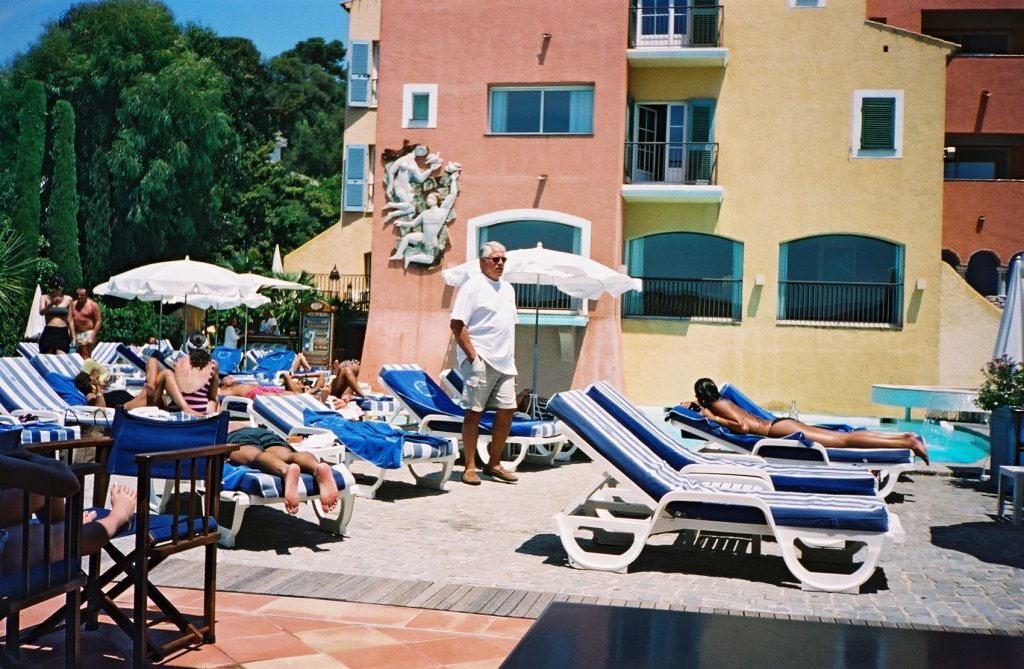 File piscine hotel byblos saint wikimedia commons for Camping saint tropez avec piscine