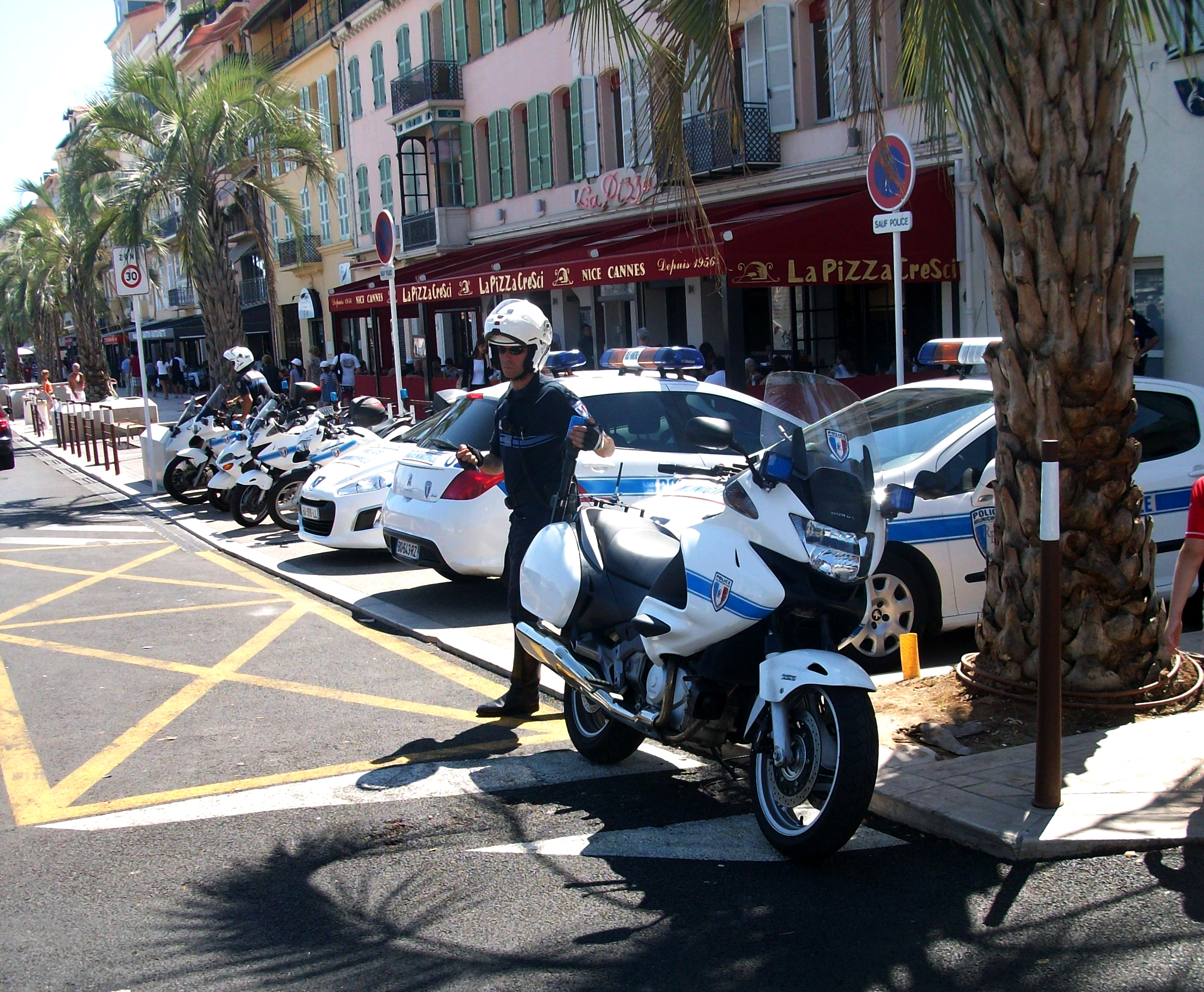 File police municipale cannes moto jpg wikimedia commons for Police cannes