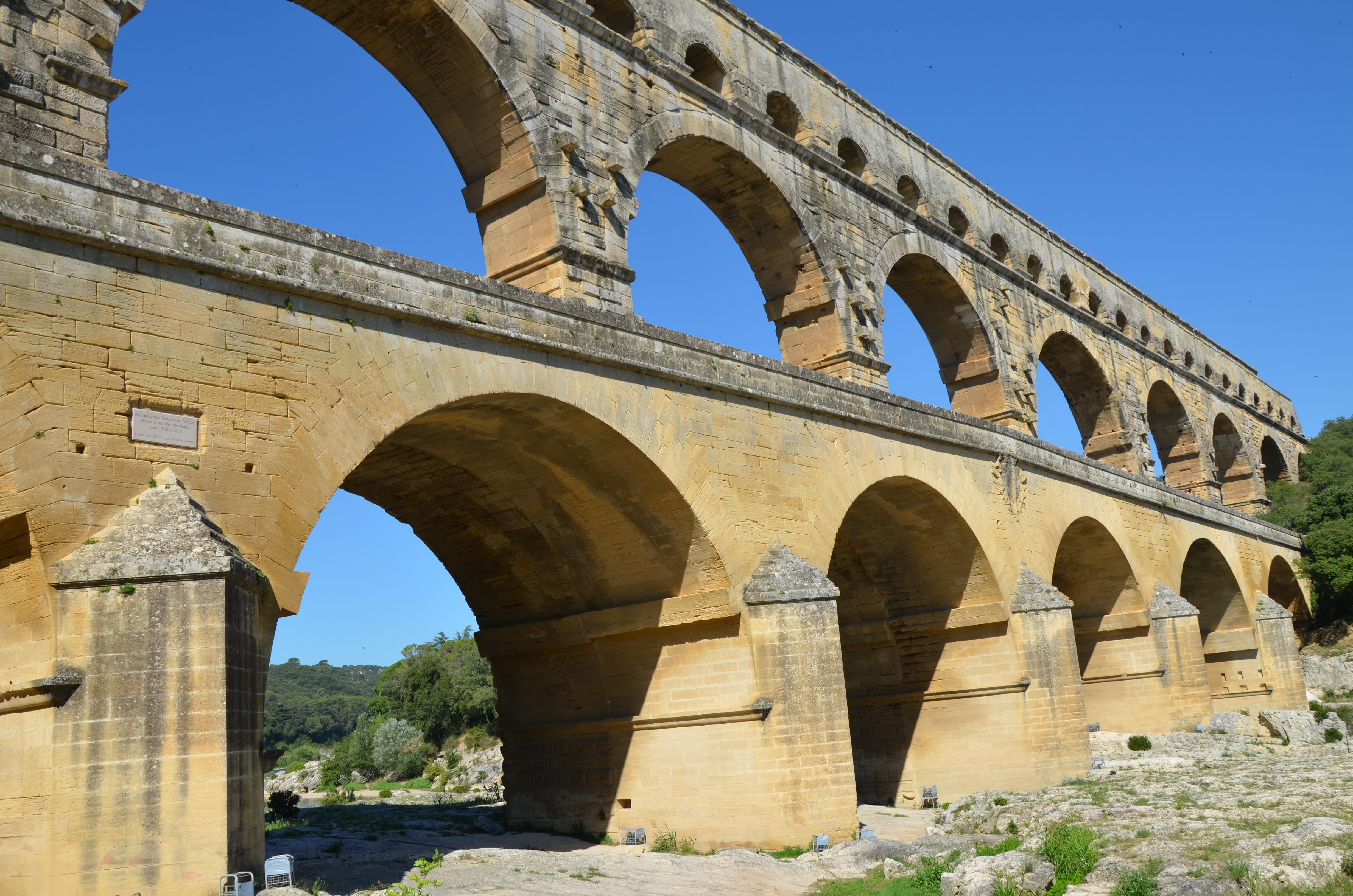 file pont du gard a 40 60 ad roman aqueduct bridge that crosses