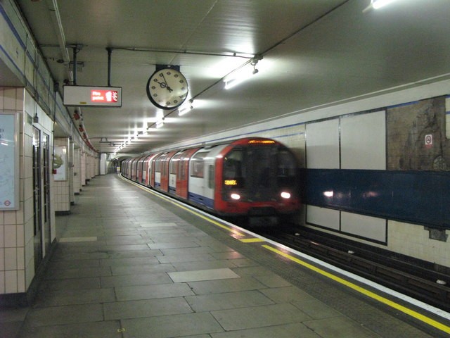 Redbridge tube station, westbound platform - geograph.org.uk - 911384