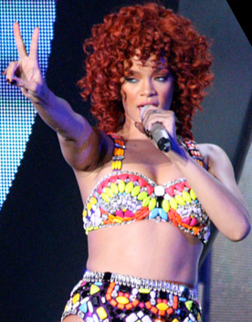 https://upload.wikimedia.org/wikipedia/commons/f/f8/Rihanna%2C_LOUD_Tour%2C_Minneapolis_6_crop.jpg