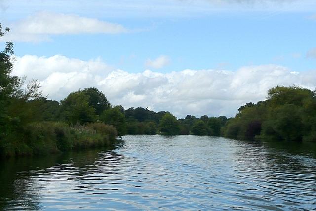River Thames past Magna Carta Island - geograph.org.uk - 948634