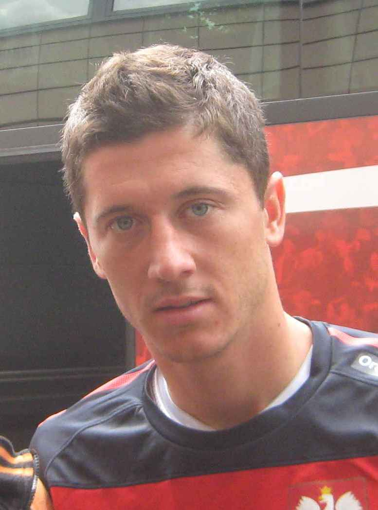 The 29-year old son of father Krzysztof Lewandowski and mother Iwona Lewandowska, 183 cm tall Robert Lewandowski in 2017 photo