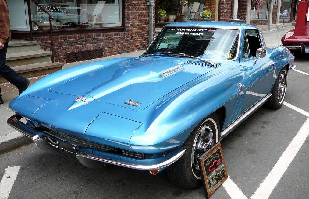 23e rassemblement de véhicules anciens et d'exception de Verna (38) - 2013 - Page 4 SC06_1966_Chevrolet_Corvette_427_Coupe