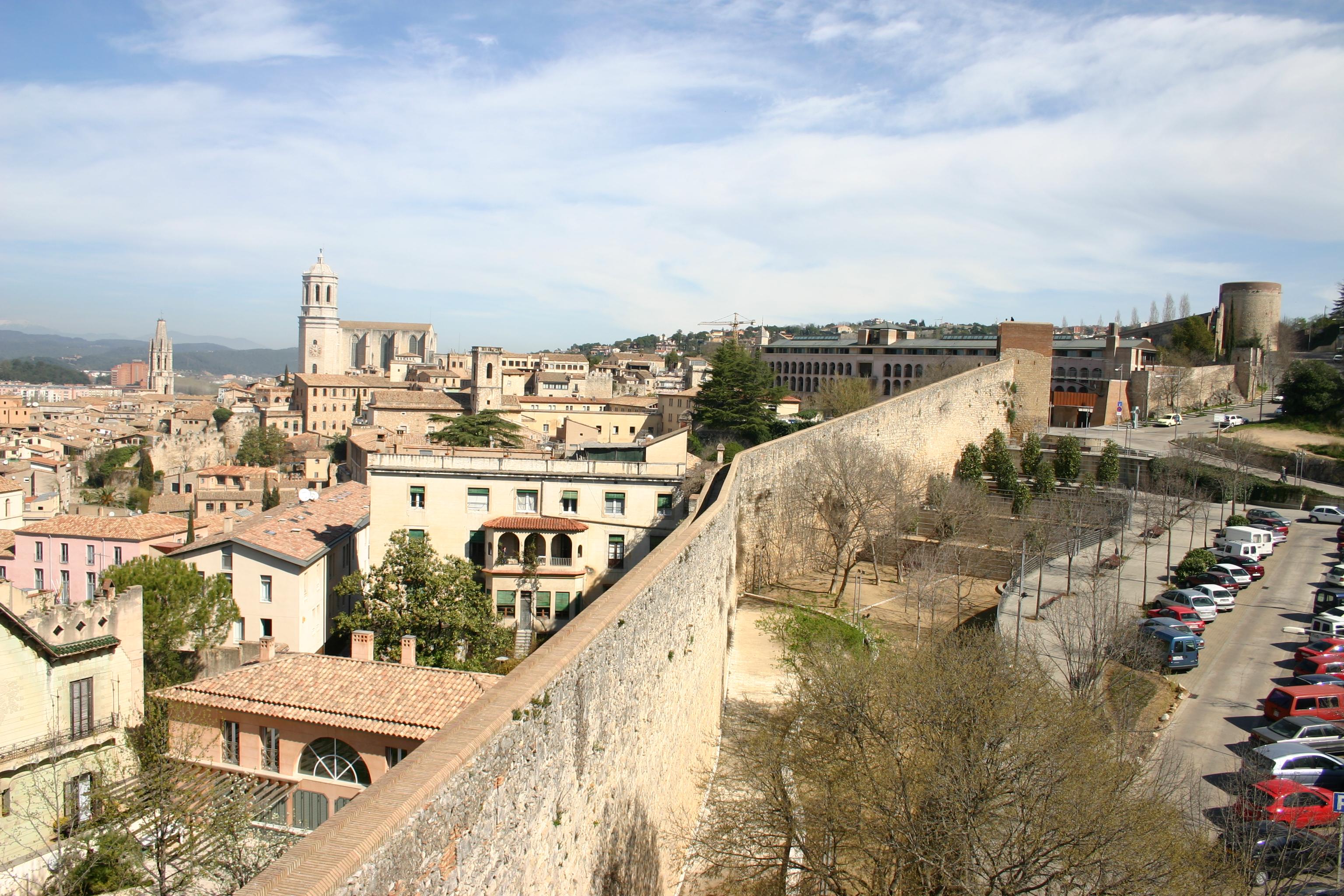 Archivo:Spain.Girona.Muralla.04.Sobre.Torre.2.JPG - Wikipedia, la ...