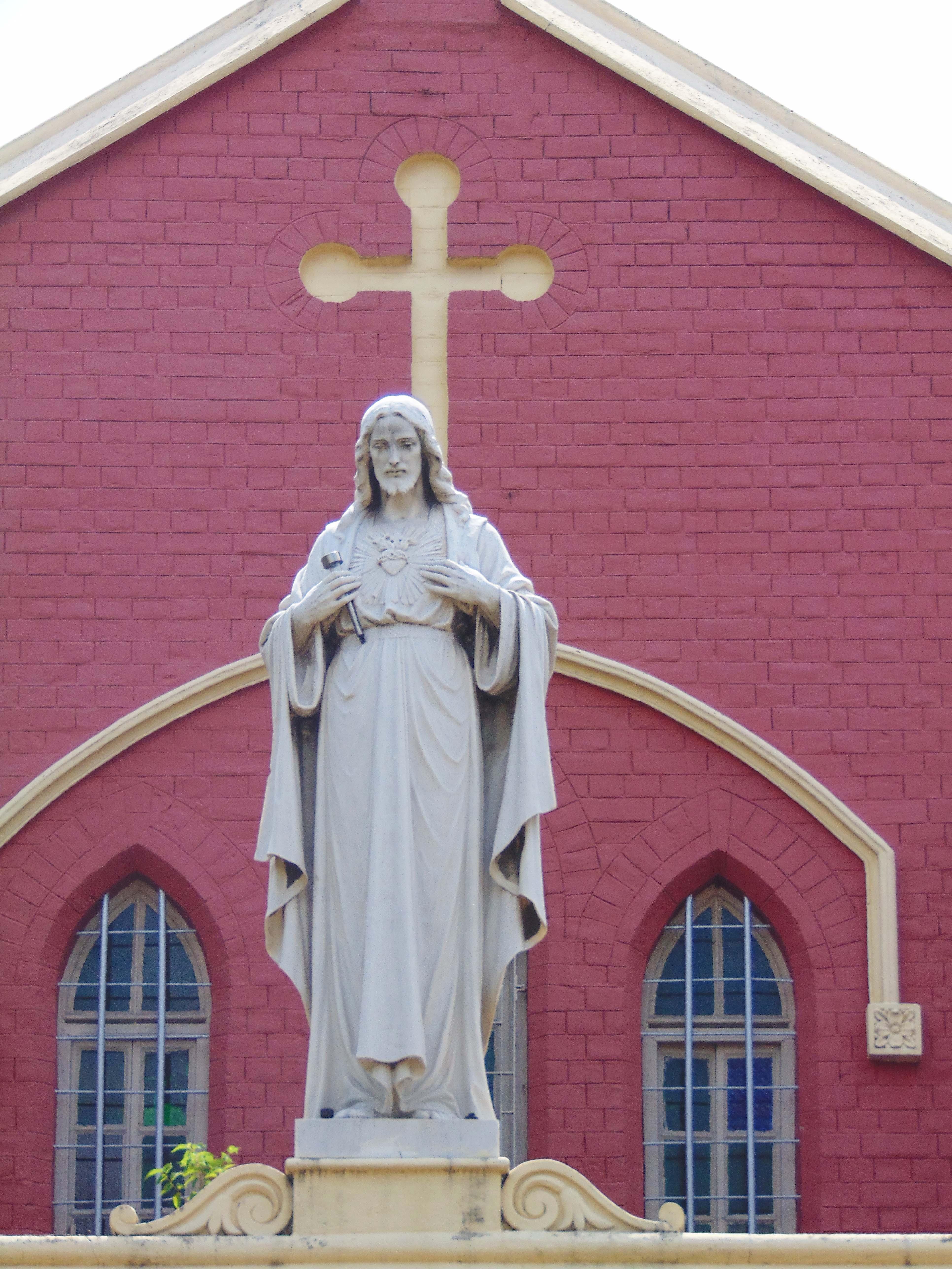 File:Statue of Jesus Christ at Sacred Heart Church, Asansol.jpg ...