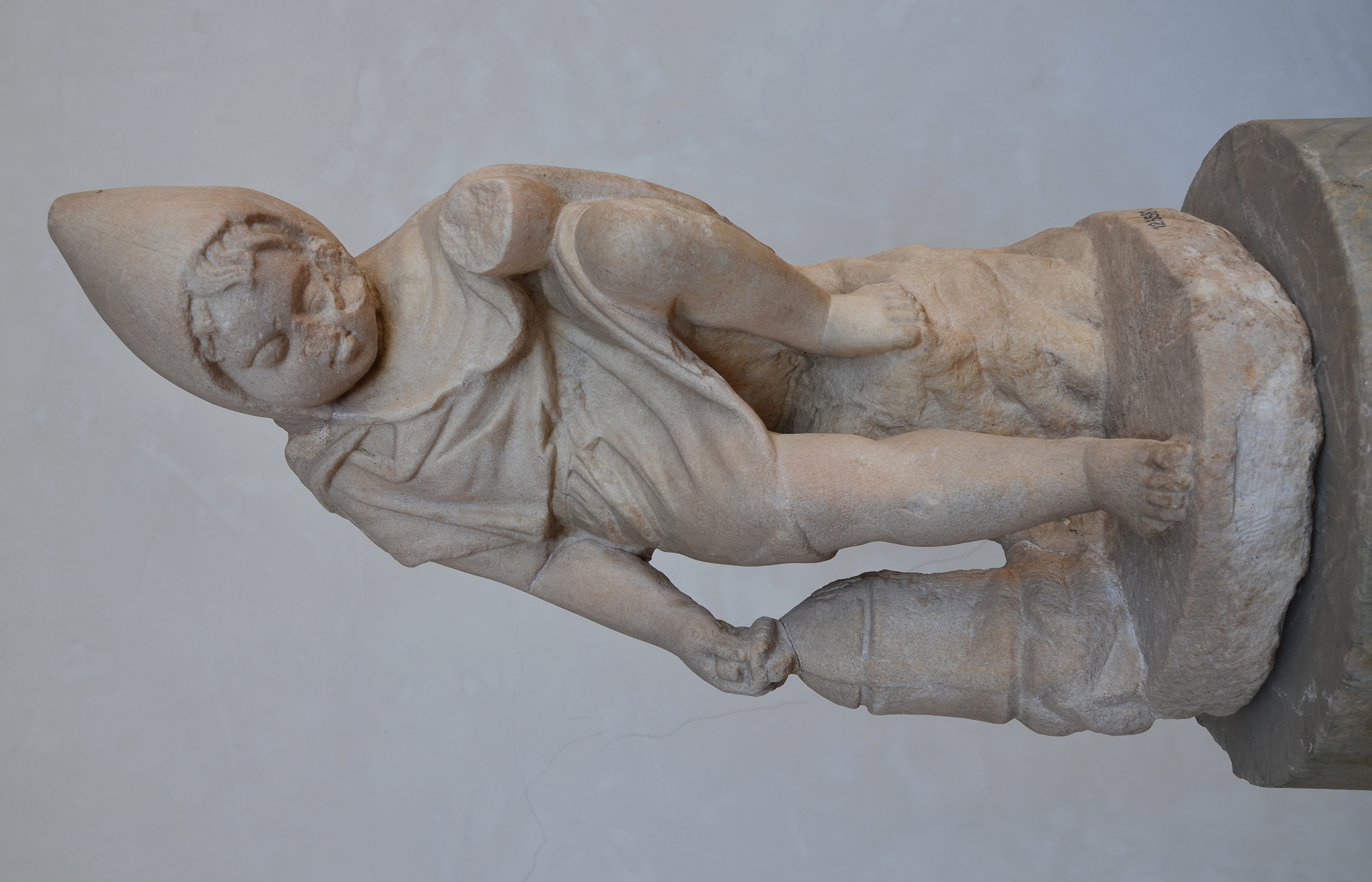 filestatuette of a sleeping child with cucullus funnel