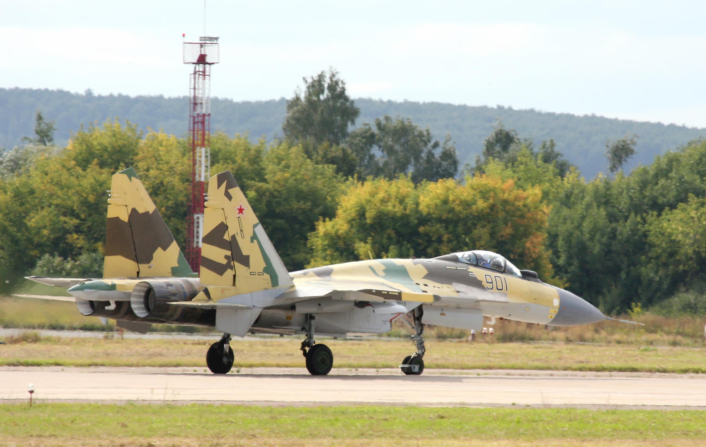 Les géants des airs : Northrop YB-49 [Italeri 1/72] - Page 3 Su-35_%284%29