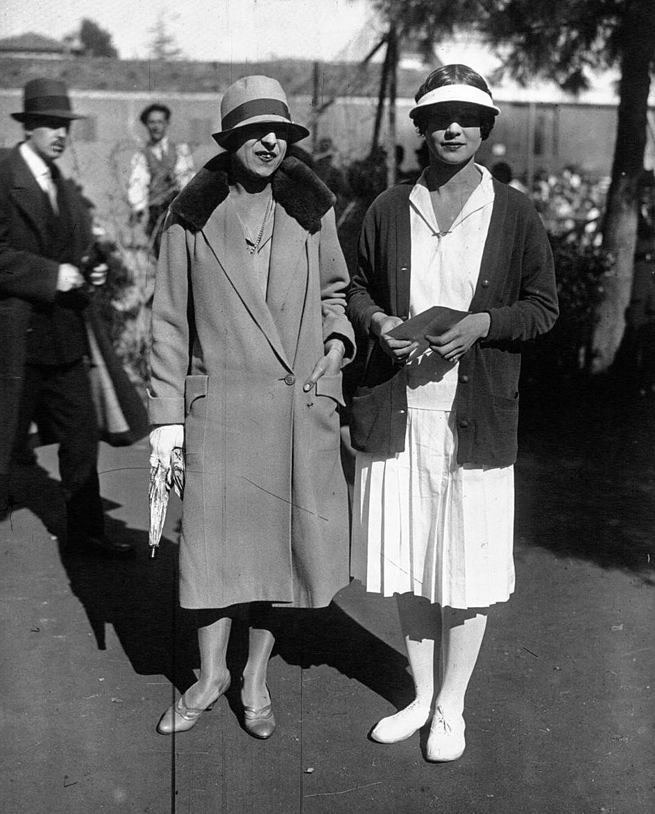 File Suzanne Lenglen Helen Wills Moody 1926 Wikimedia mons