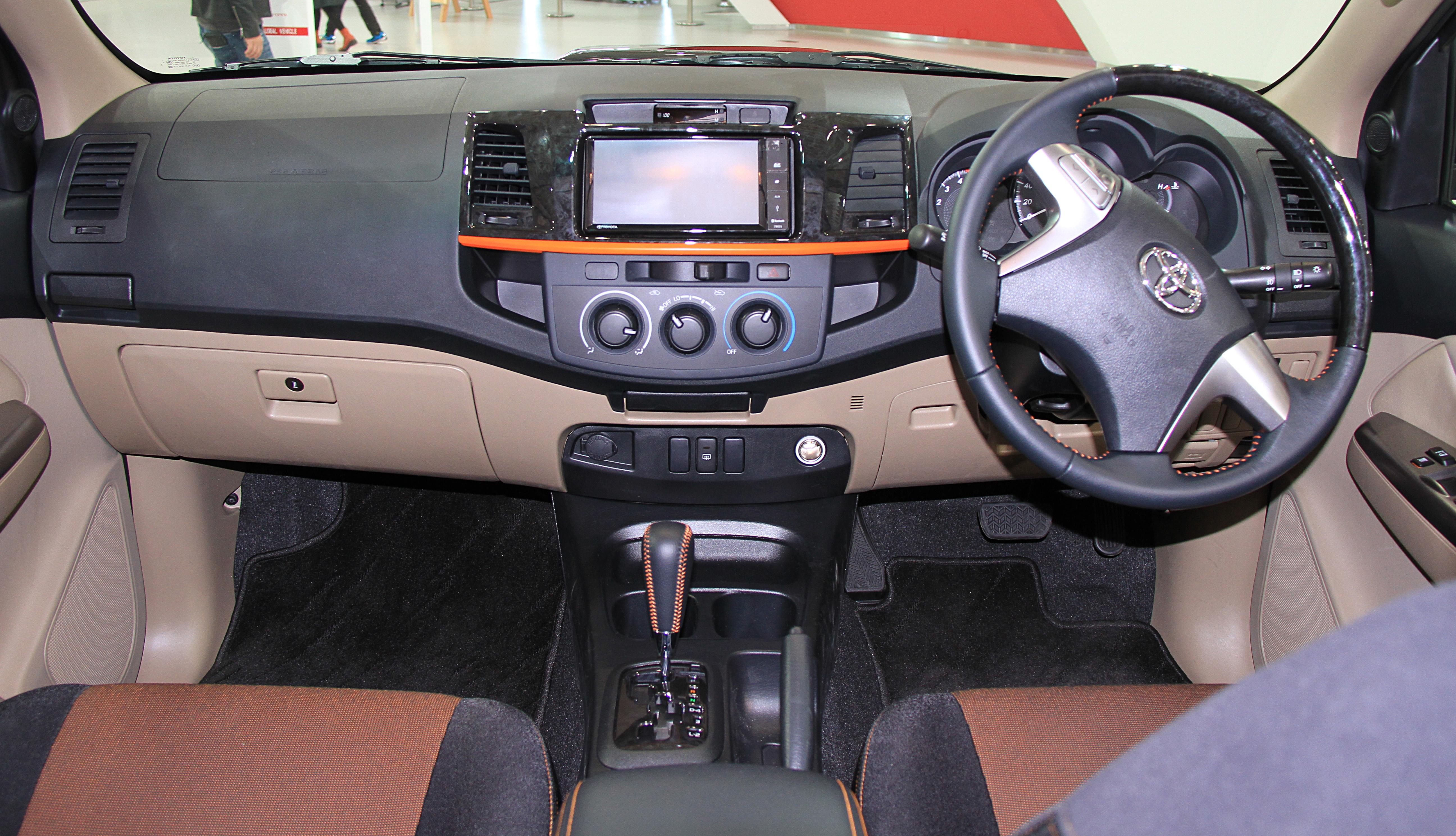 File:Toyota Hilux Vigo Champ TRD interior.jpg - Wikimedia Commons