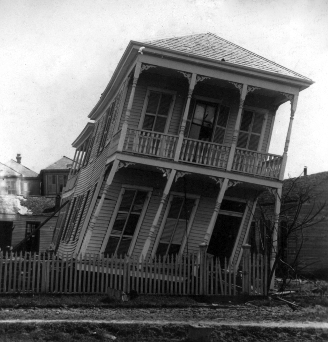 File twisted house galveston hurricane wikipedia for Great american homes