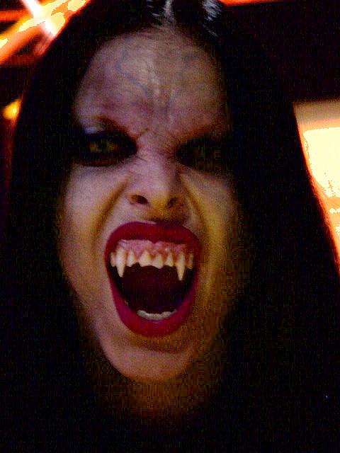 [Image: VampireE3.jpg]